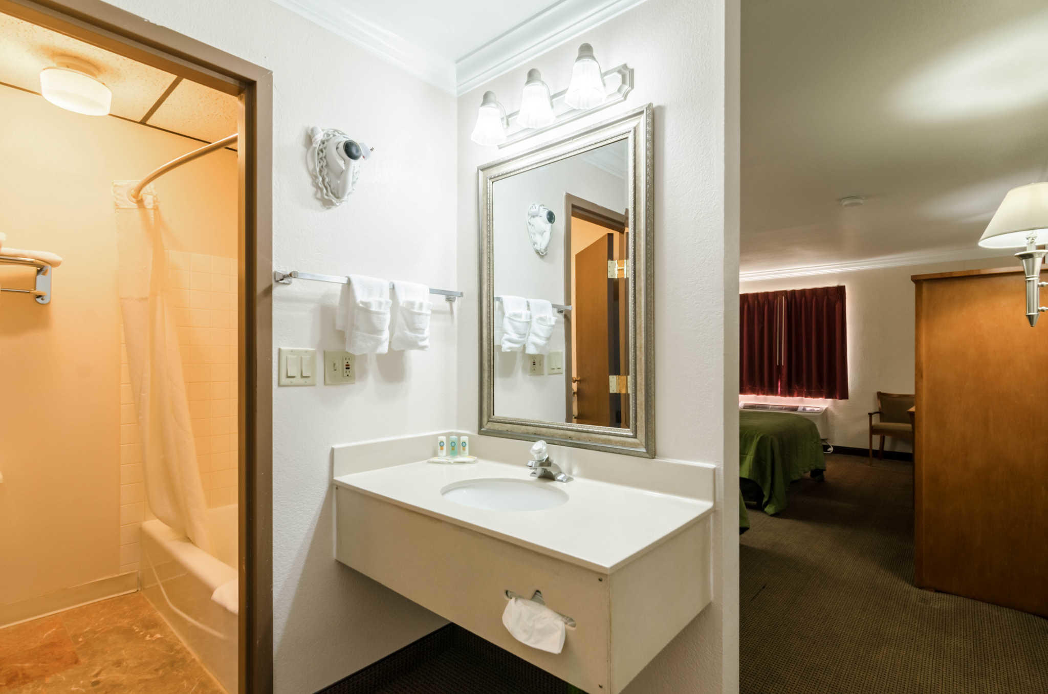 Quality Inn & Suites image 44