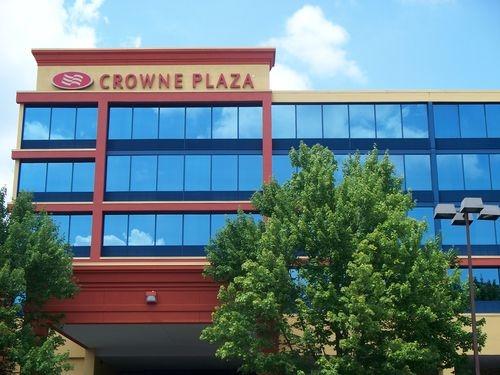 Crowne Plaza Reading image 0