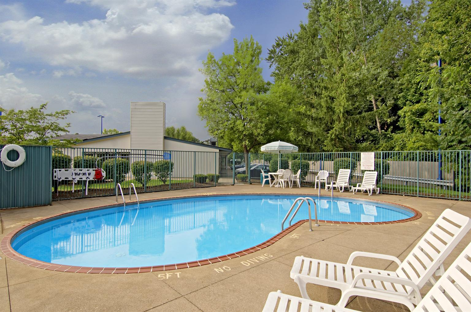 Americas Best Value Inn - Mentor/Cleveland image 8
