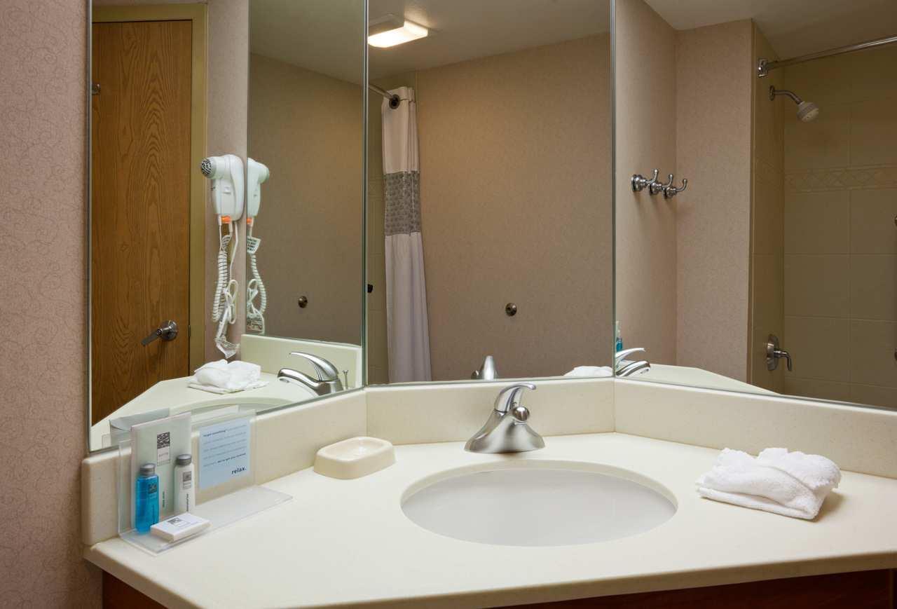 Hampton Inn Cedar Rapids image 8