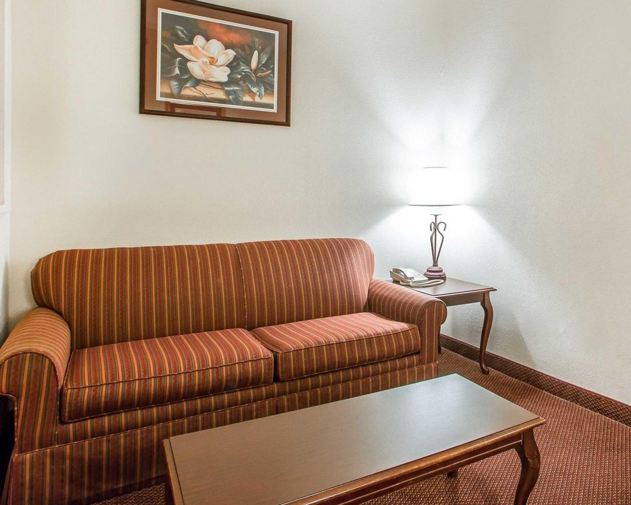 Comfort Suites Jefferson City image 36