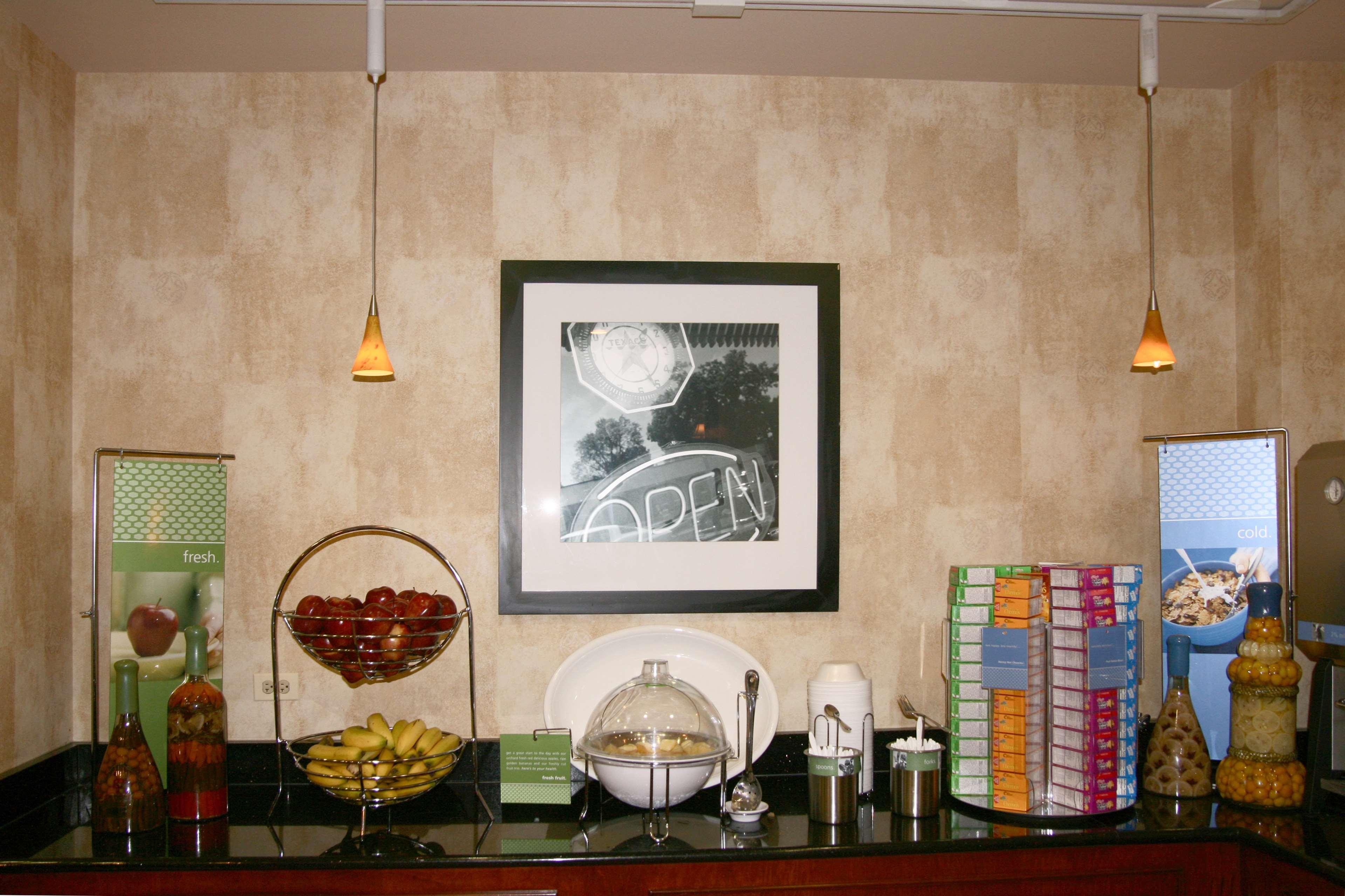 Hampton Inn & Suites Bolingbrook image 10