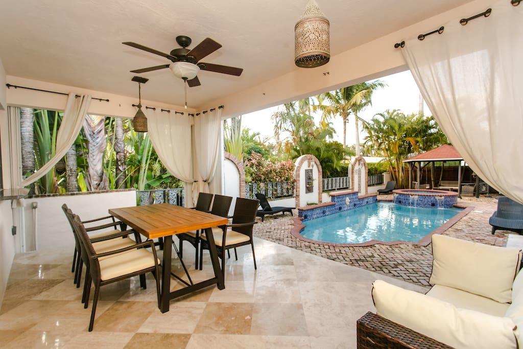 HVR Vacation  Hollywood - Florida home rentals image 1