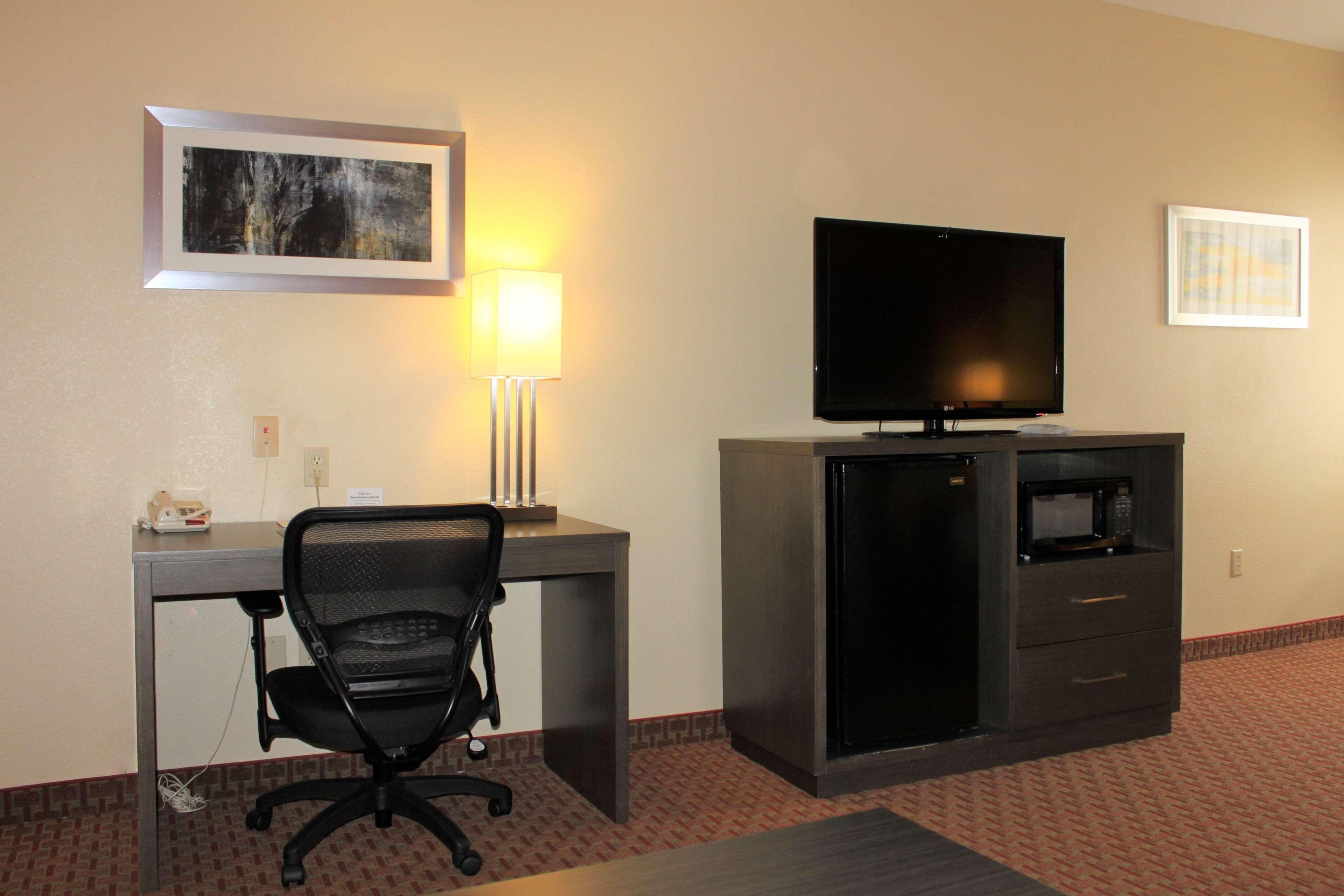 Best Western Plus North Houston Inn & Suites image 19