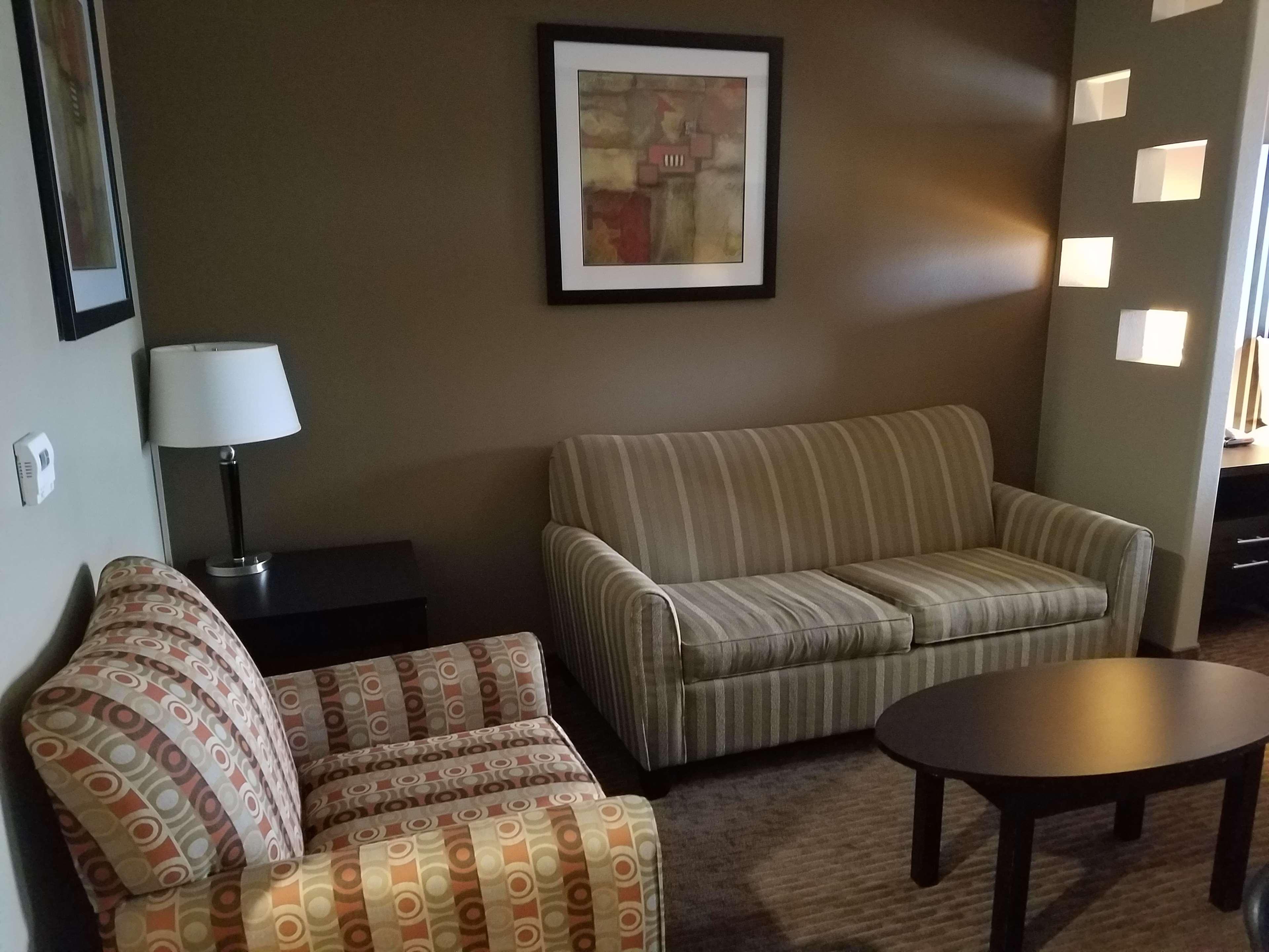 Best Western Plus Texoma Hotel & Suites image 41