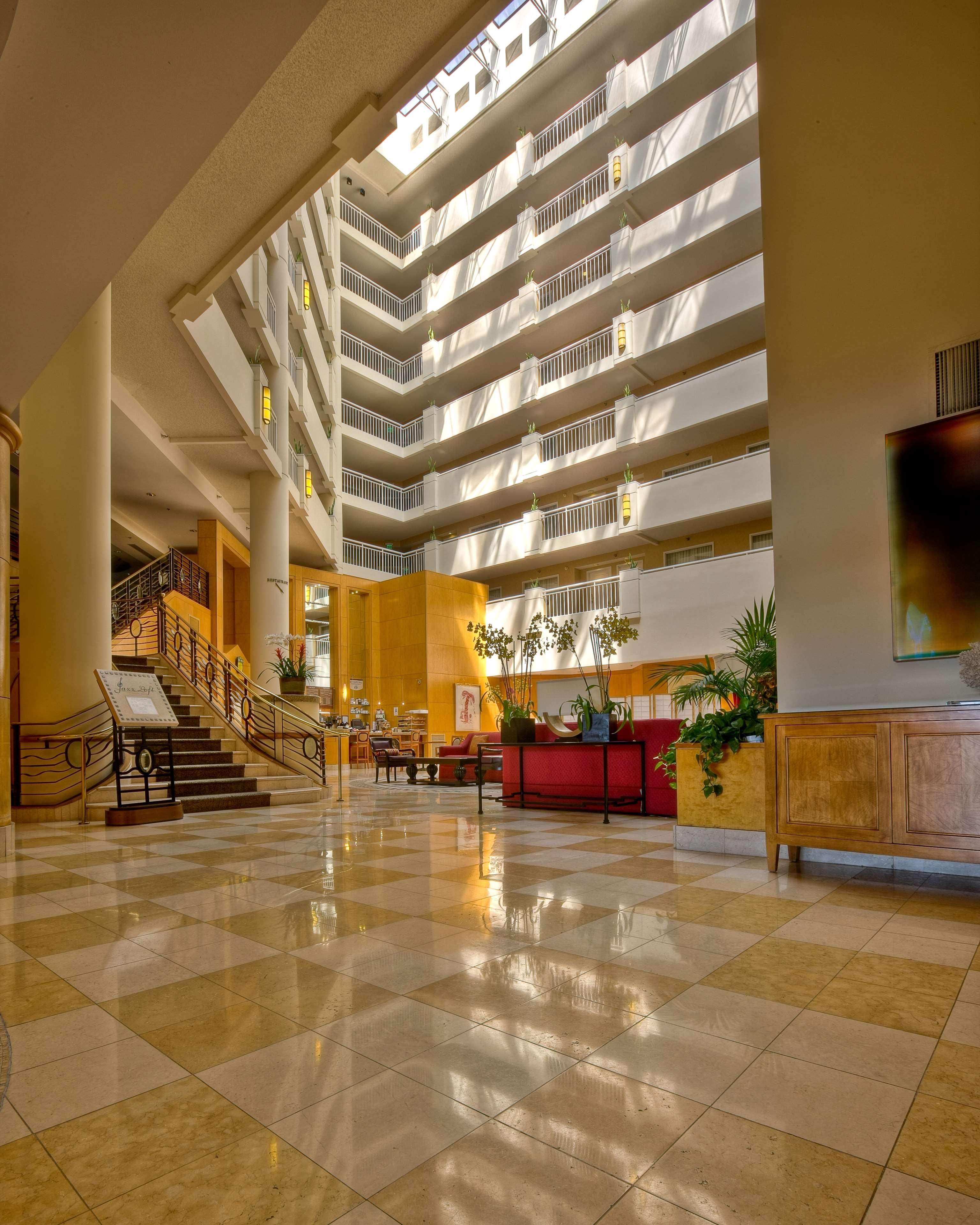 DoubleTree Suites by Hilton Hotel Santa Monica image 2