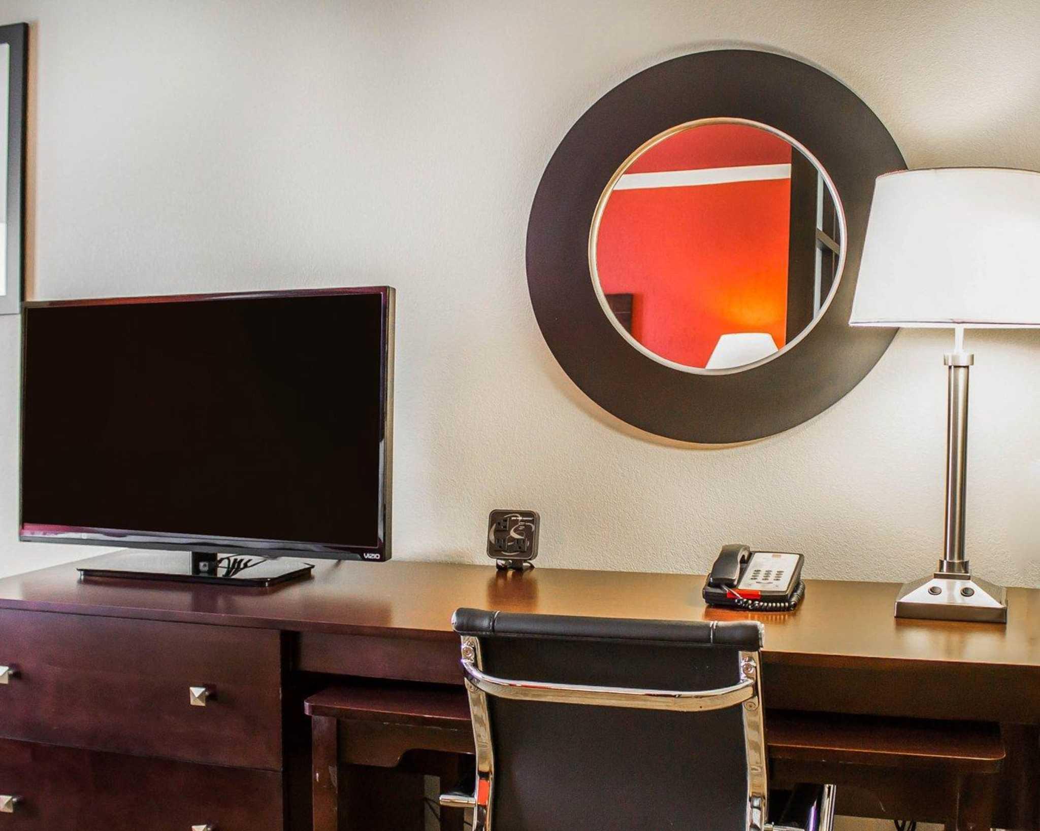Comfort Suites East Broad at 270 image 33