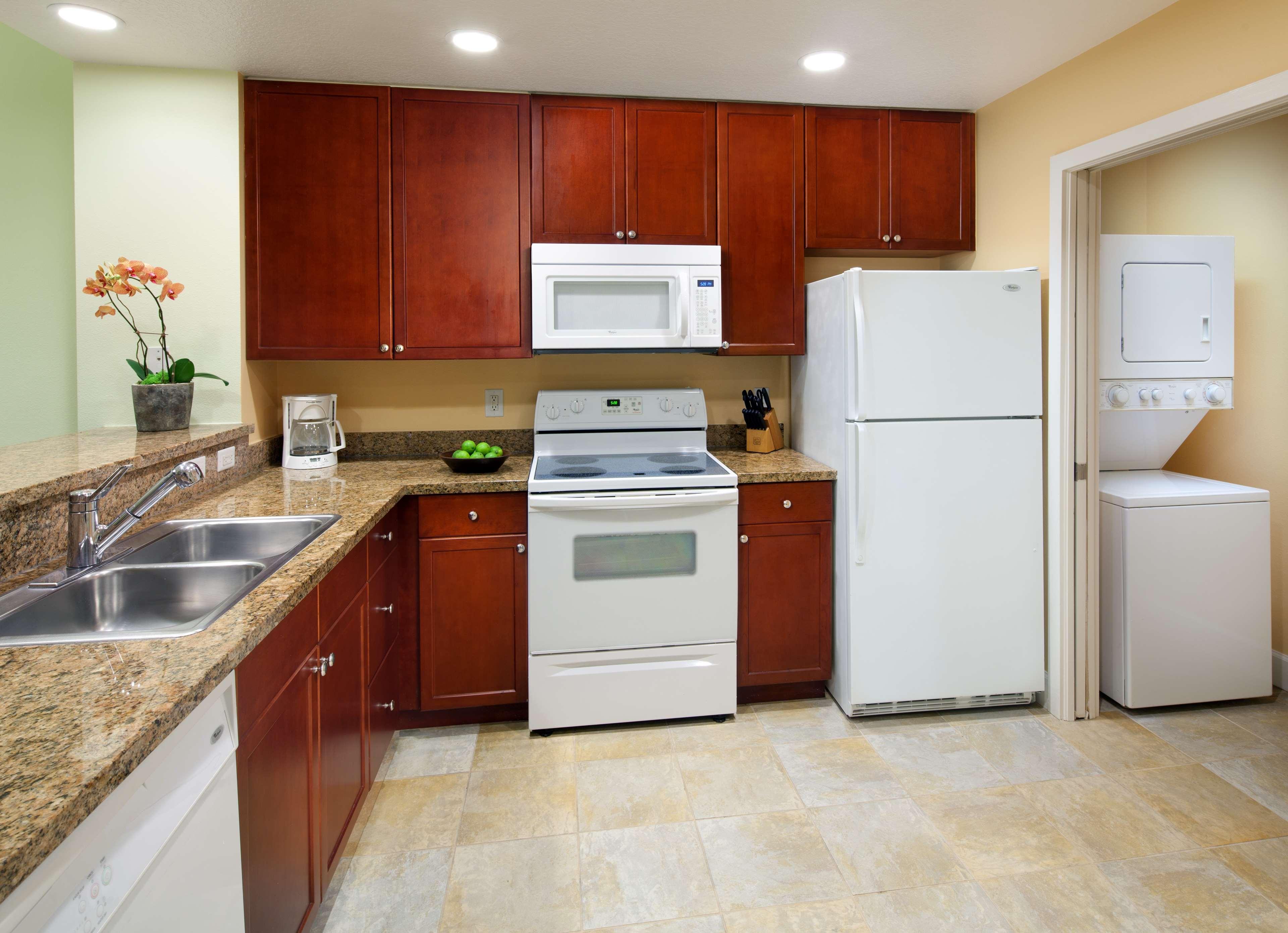 One-Bedroom Premium Villa Kitchen - Key West Phase.