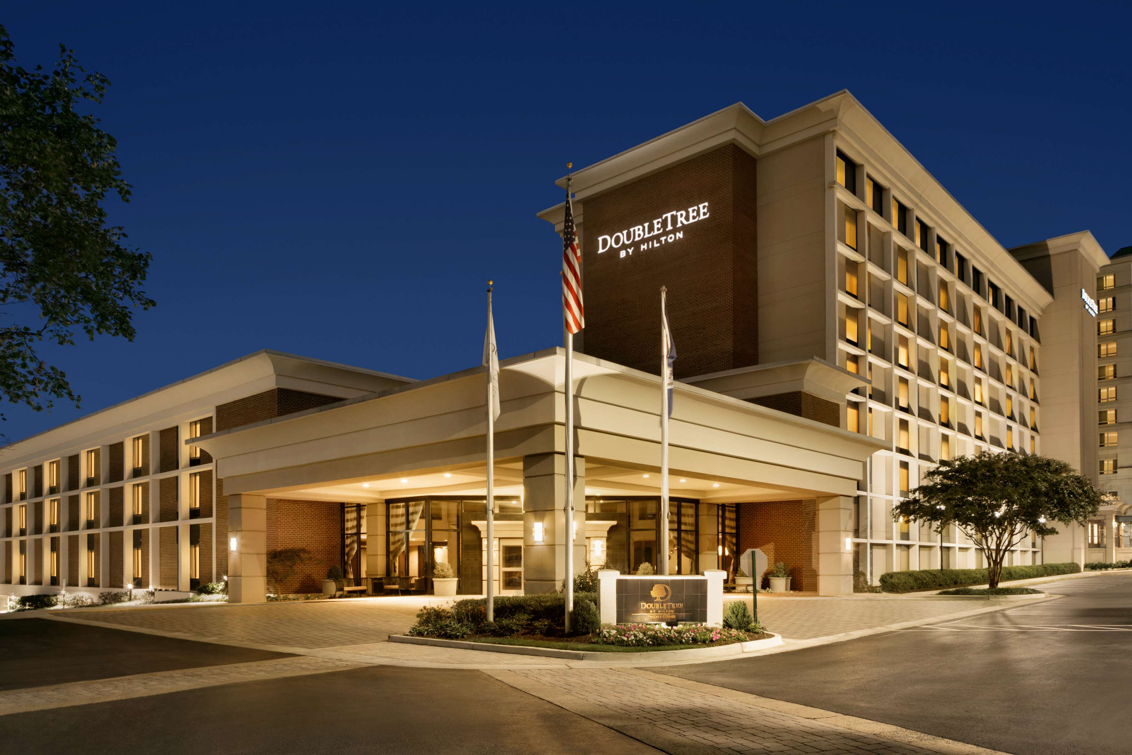 DoubleTree by Hilton McLean Tysons image 3