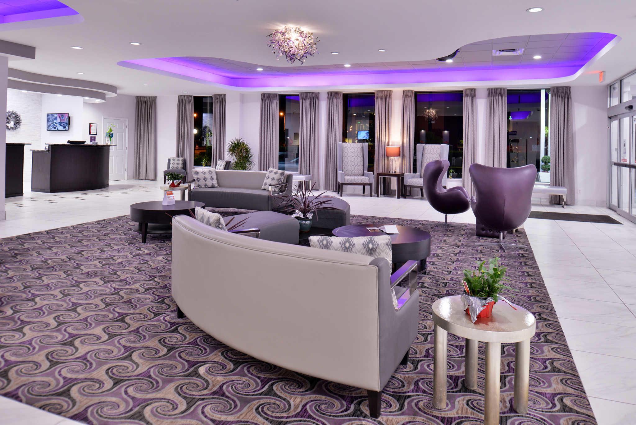 Clarion Inn & Suites Orlando near Theme Parks image 0