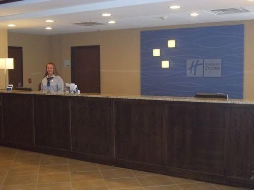 Holiday Inn Express Newington image 1