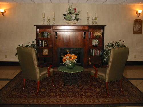 Holiday Inn Express & Suites Milledgeville - ad image
