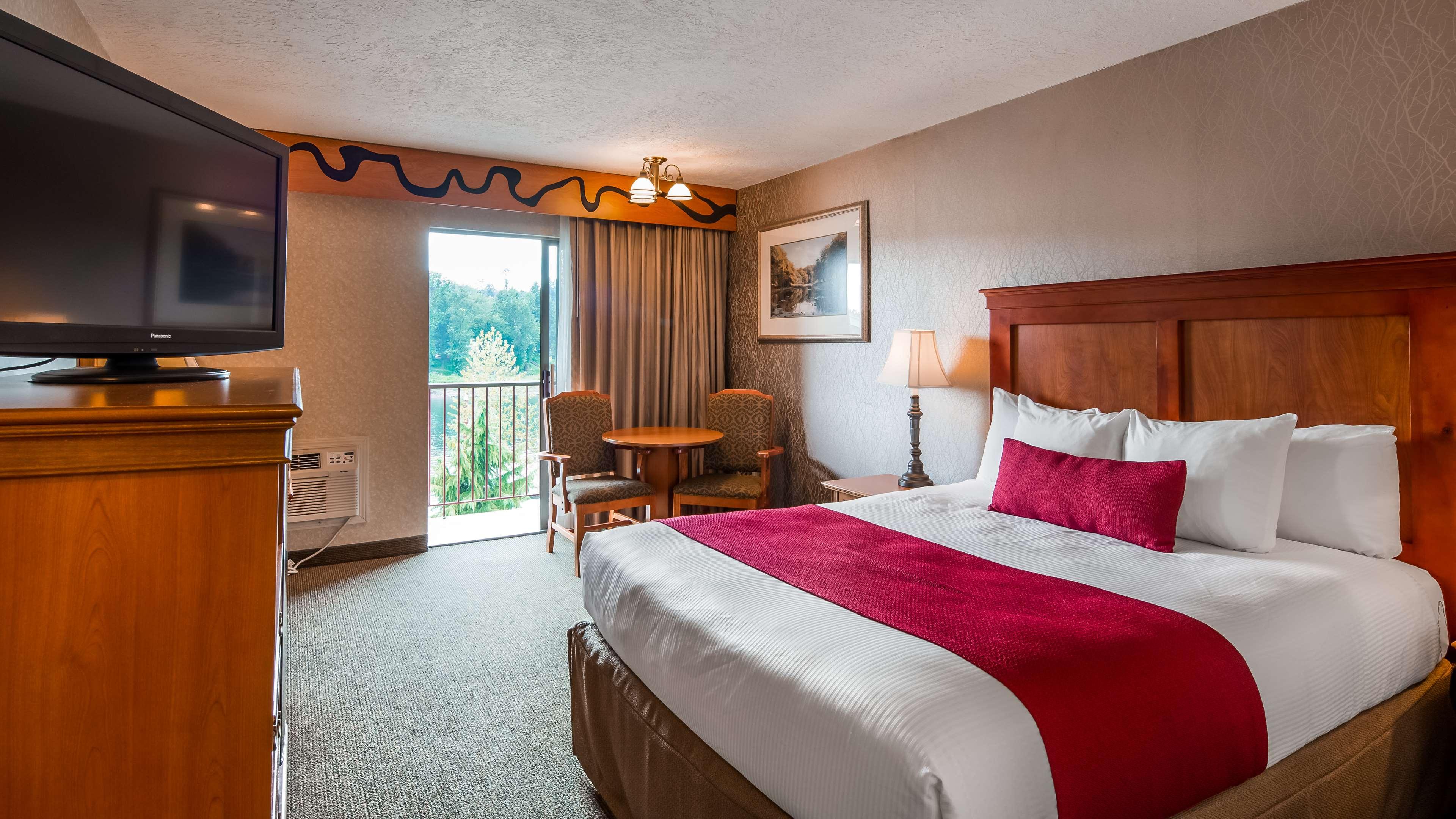 Best Western Plus Rivershore Hotel image 11