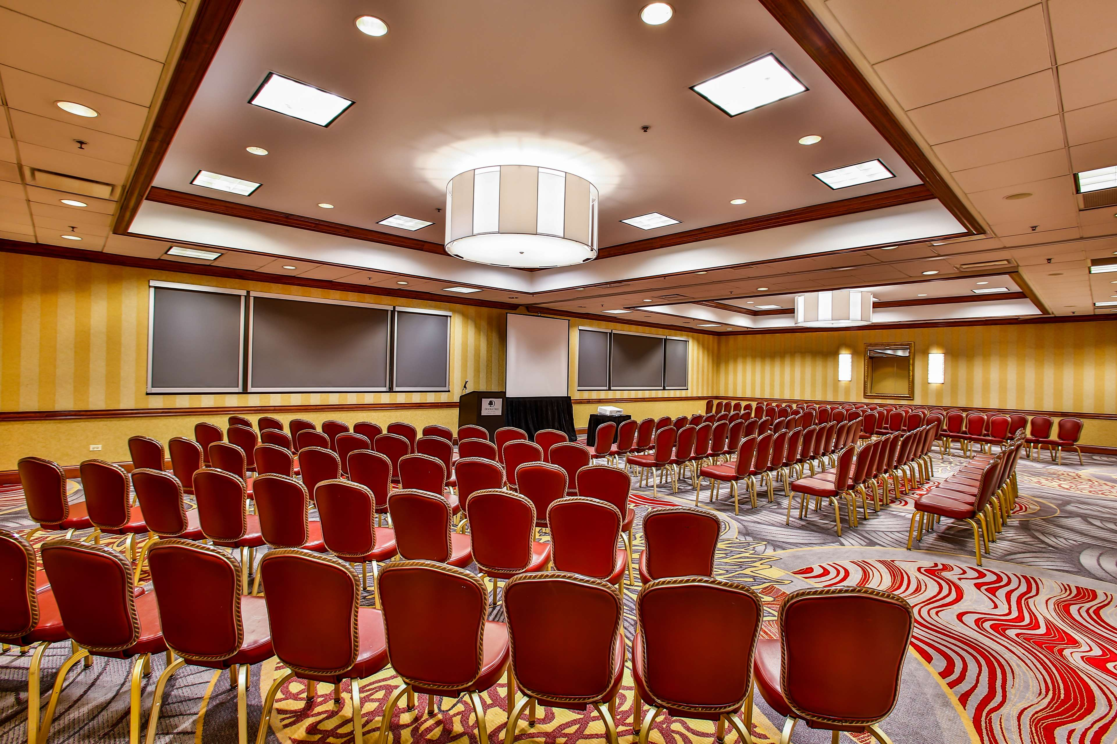 DoubleTree by Hilton Hotel Chicago - Alsip image 20