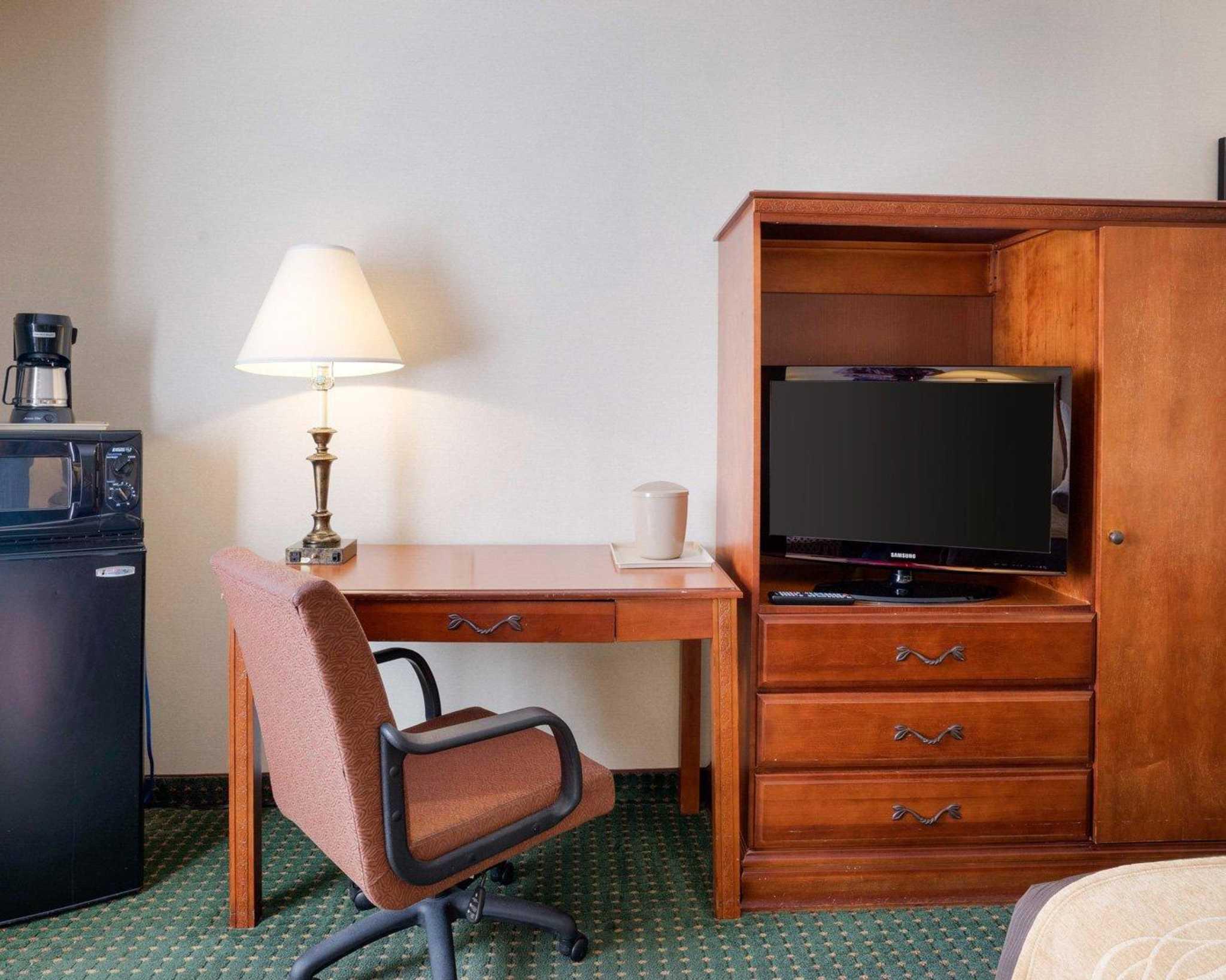 Comfort Inn Red Horse image 8