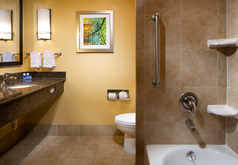 Fairfield Inn & Suites by Marriott Houston Intercontinental Airport image 10
