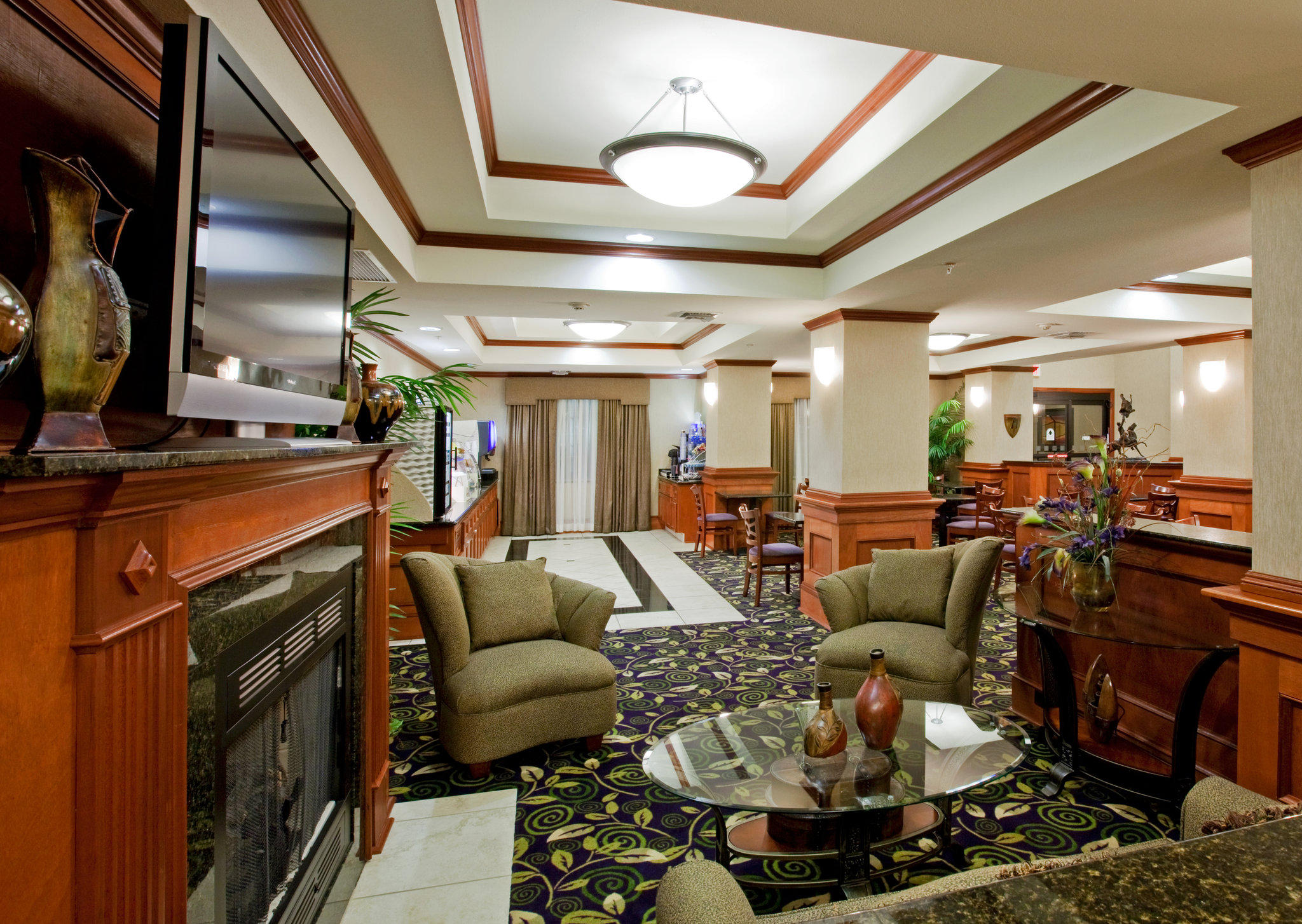 Holiday Inn Express & Suites Ada, an IHG Hotel