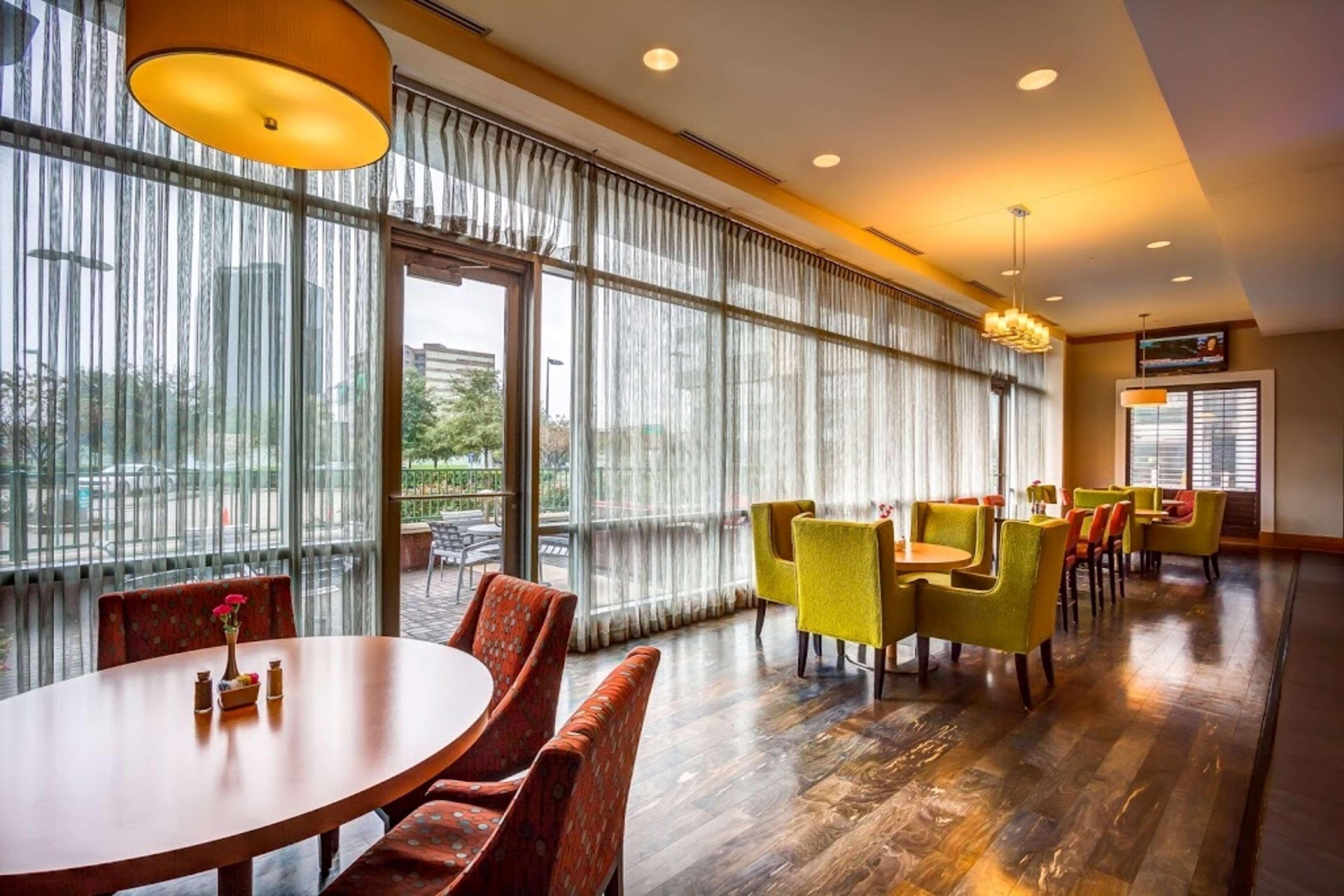 Embassy Suites by Hilton Houston Energy Corridor image 17