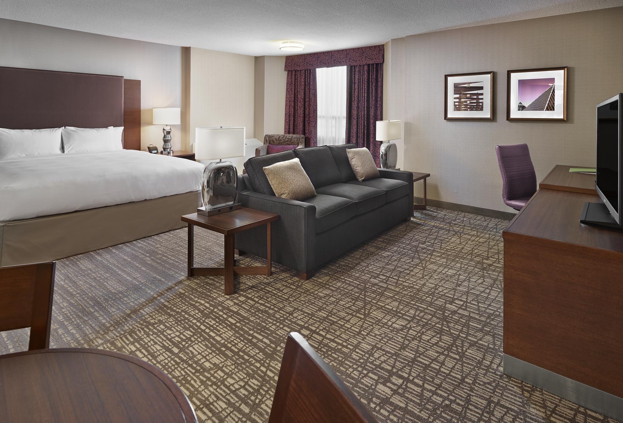 DoubleTree by Hilton Hotel West Edmonton in Edmonton: King Junior Suite