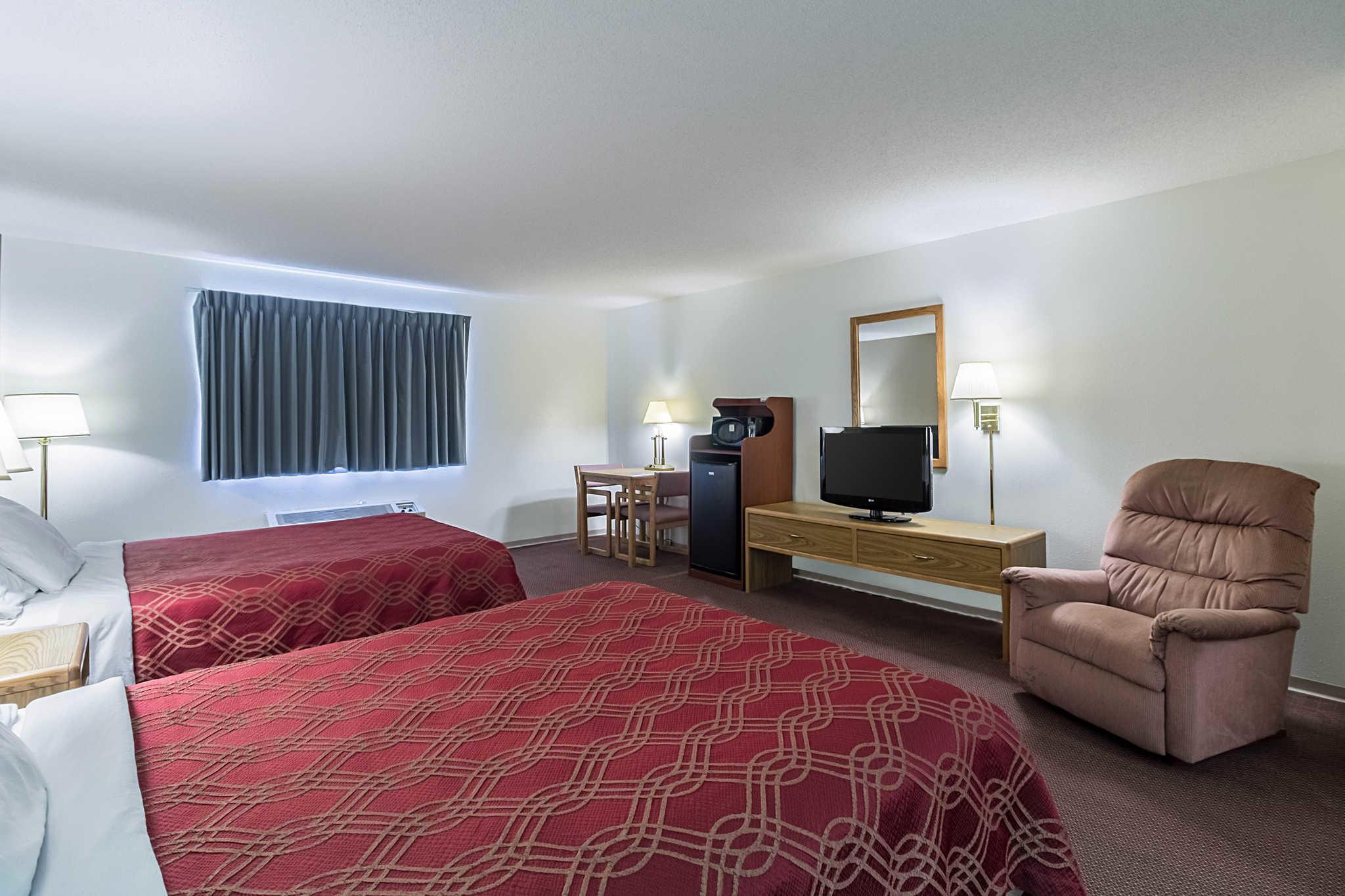Econo Lodge image 24