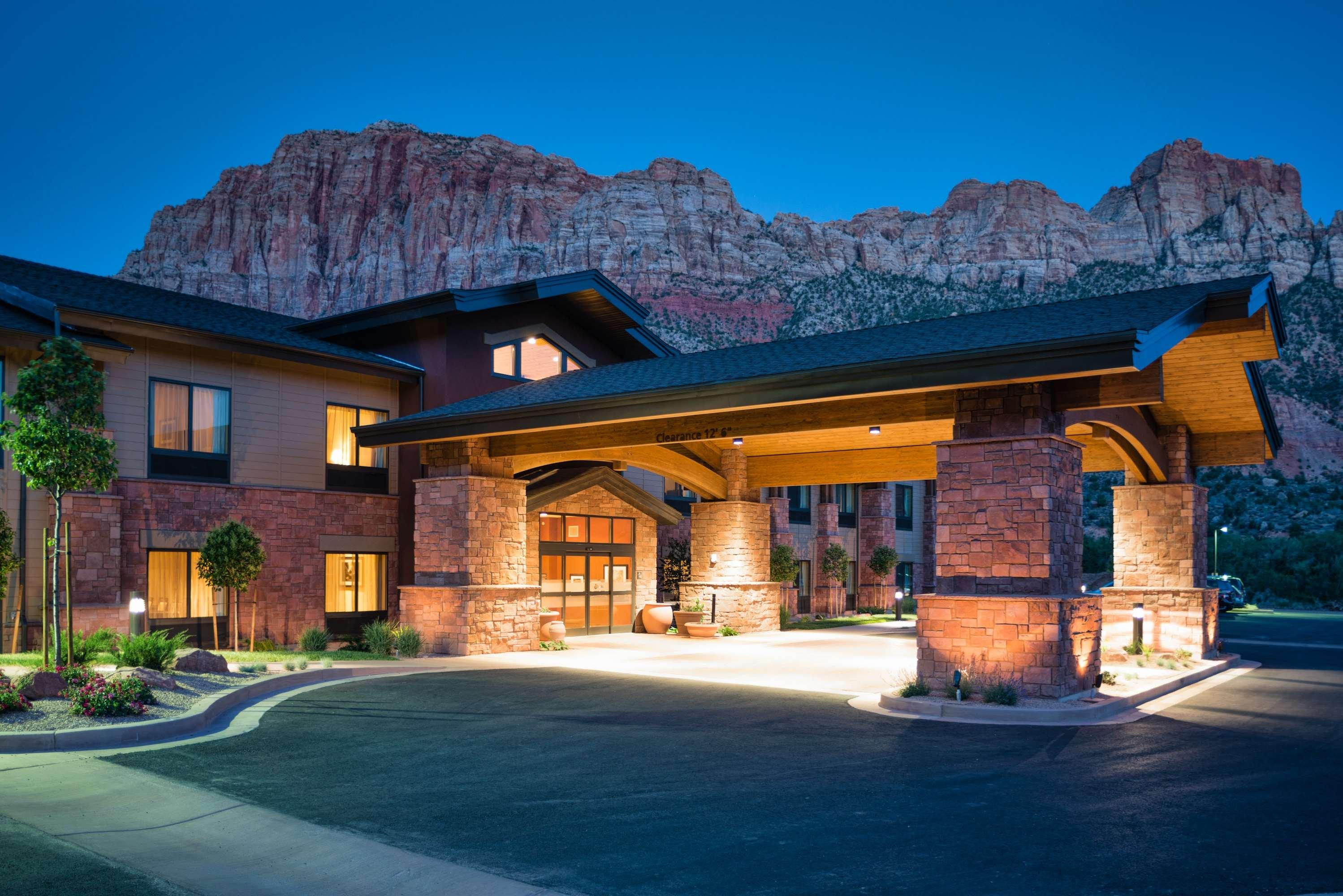 Hampton Inn & Suites Springdale/Zion National Park image 0
