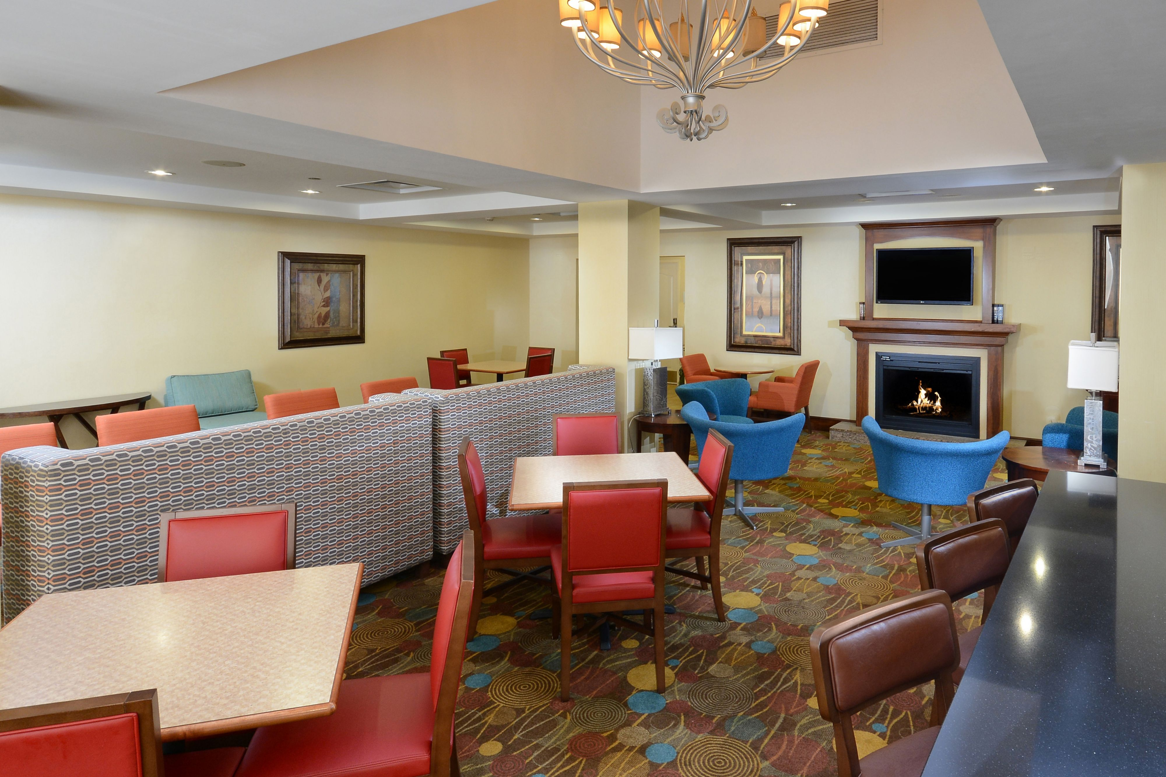 Holiday Inn Express & Suites Greensboro - Airport Area image 5