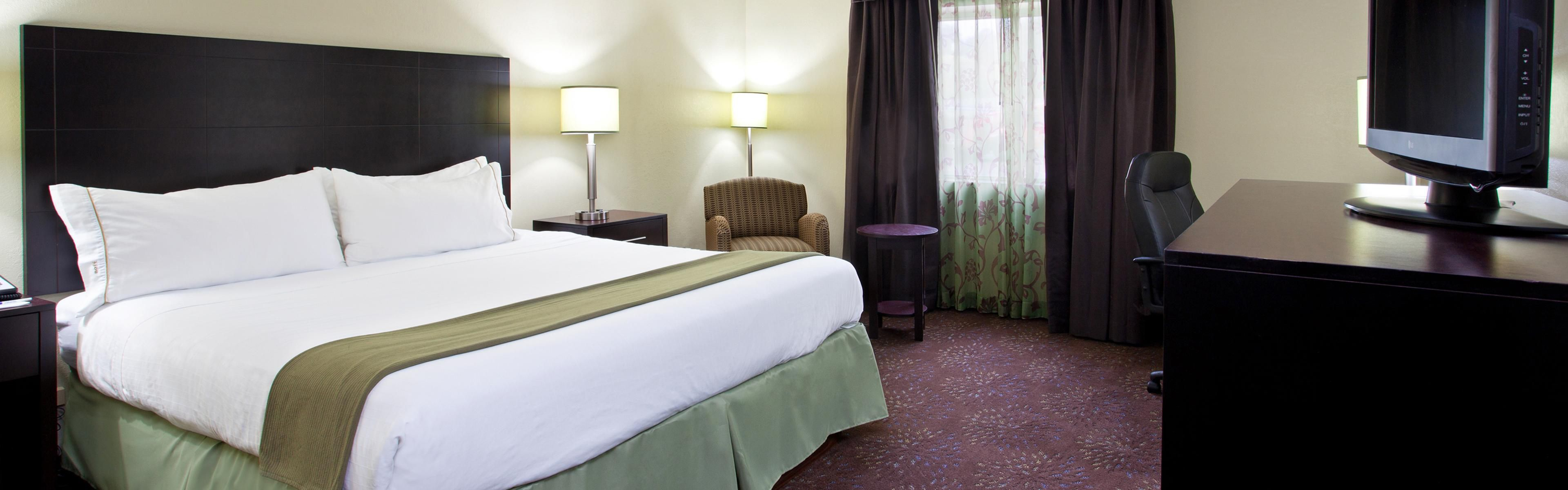Holiday Inn Express & Suites Pittsburgh Airport image 1