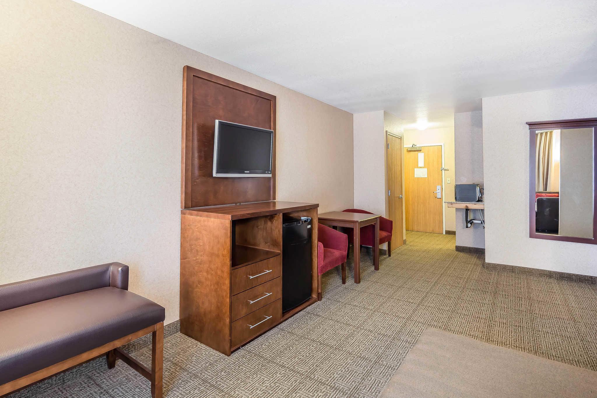 Comfort Suites Anchorage International Airport image 22