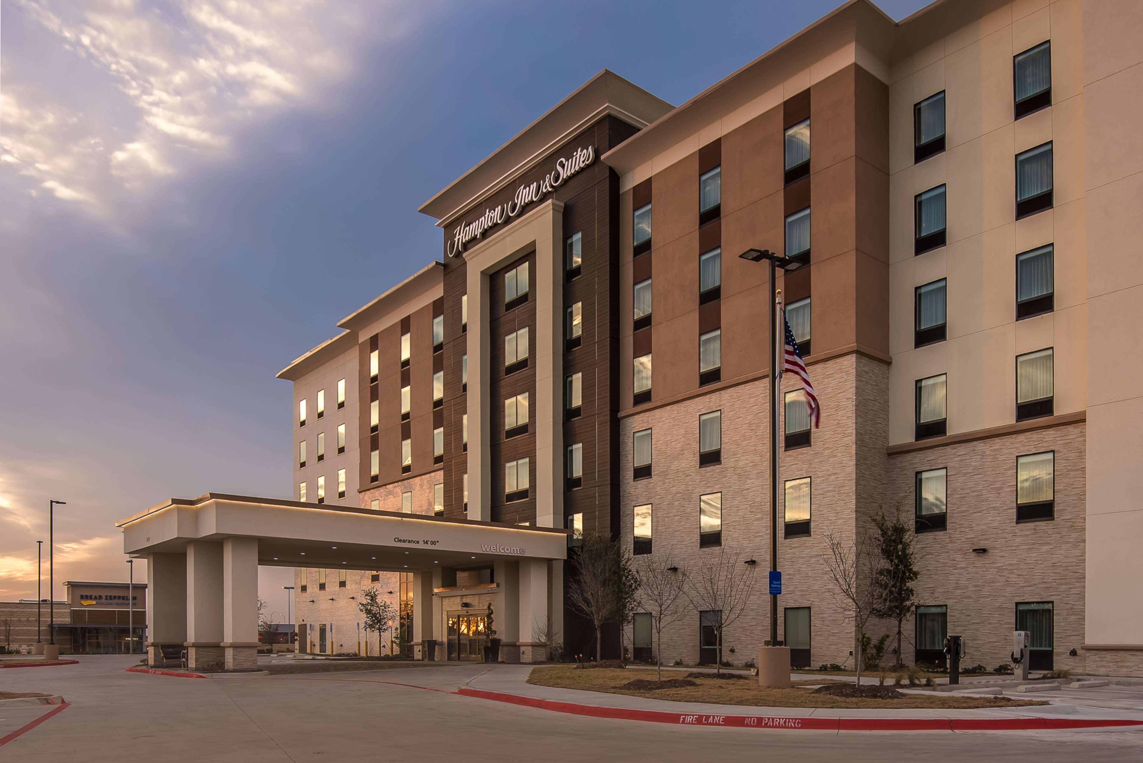 Hampton Inn & Suites Dallas-The Colony, TX image 2