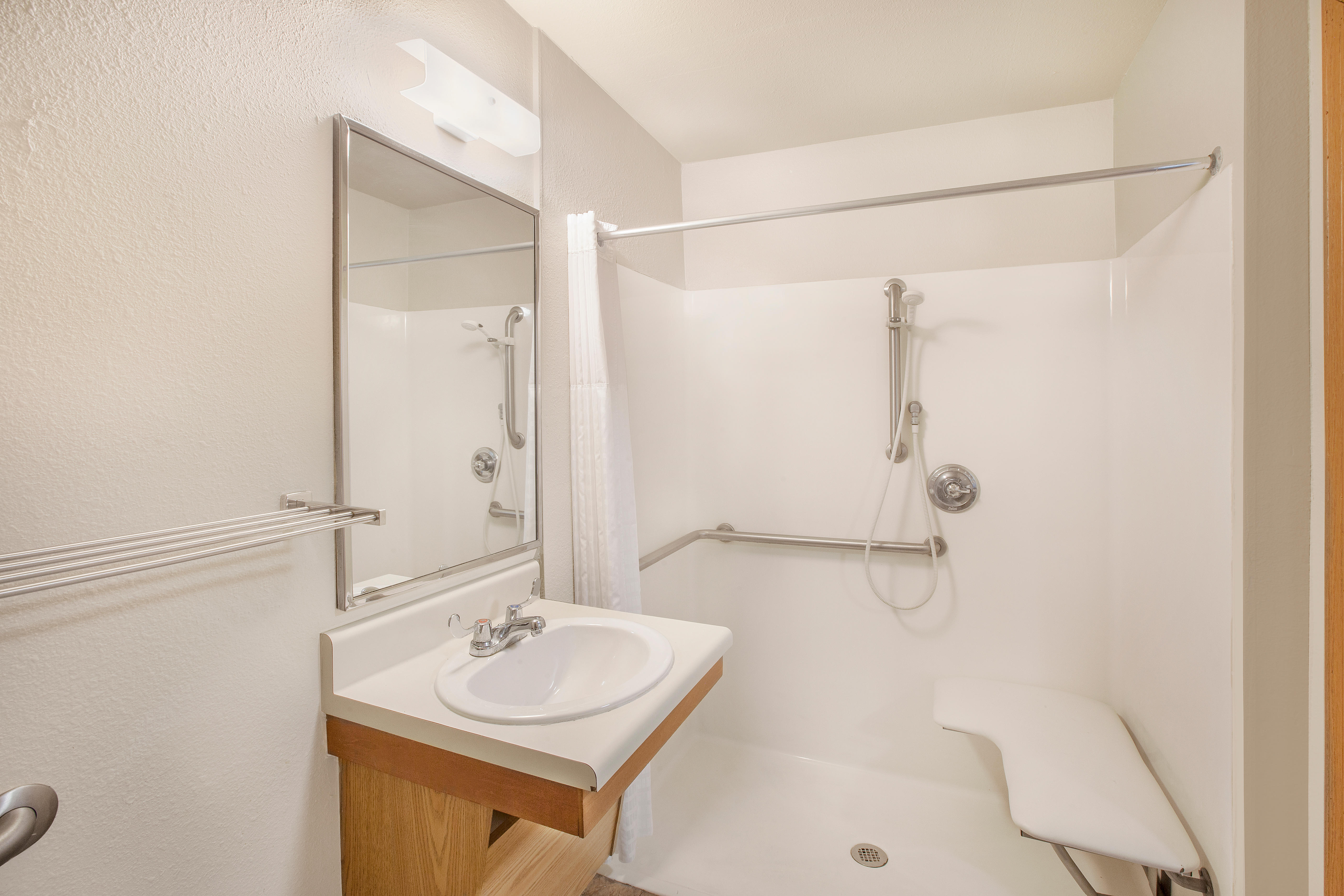 WoodSpring Suites Jacksonville Southeast image 3