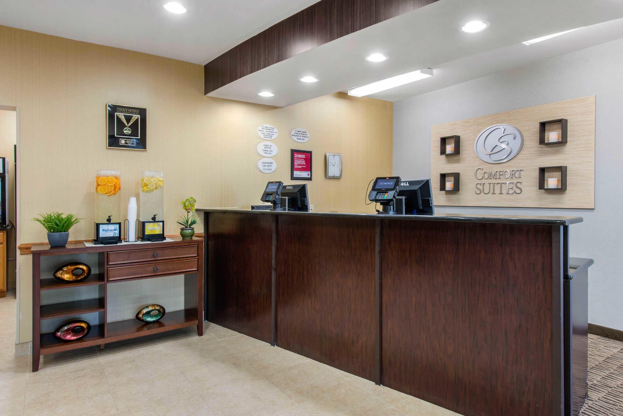 Comfort Suites Near Universal Orlando Resort image 2