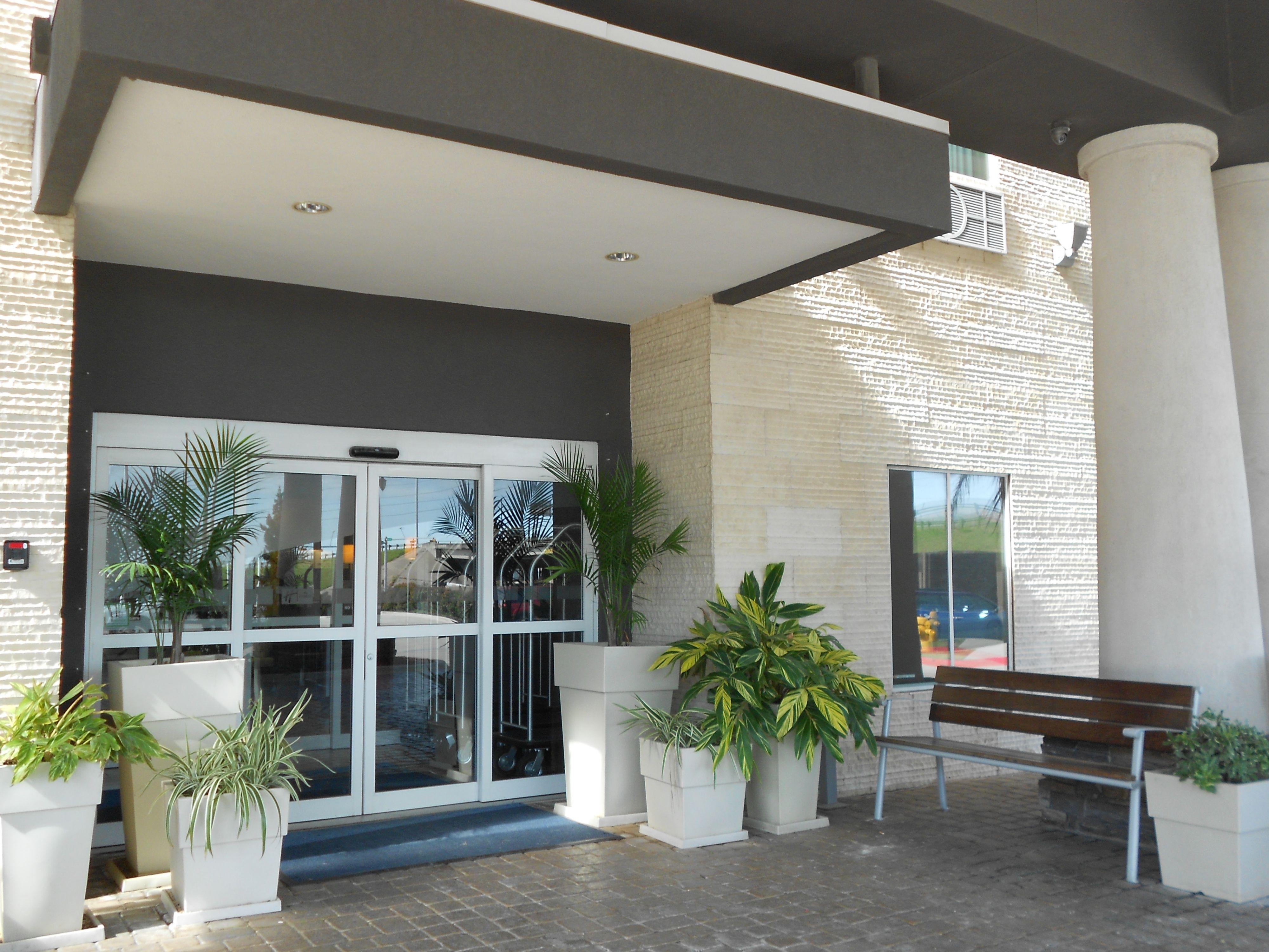 Holiday Inn Express & Suites Corona image 5