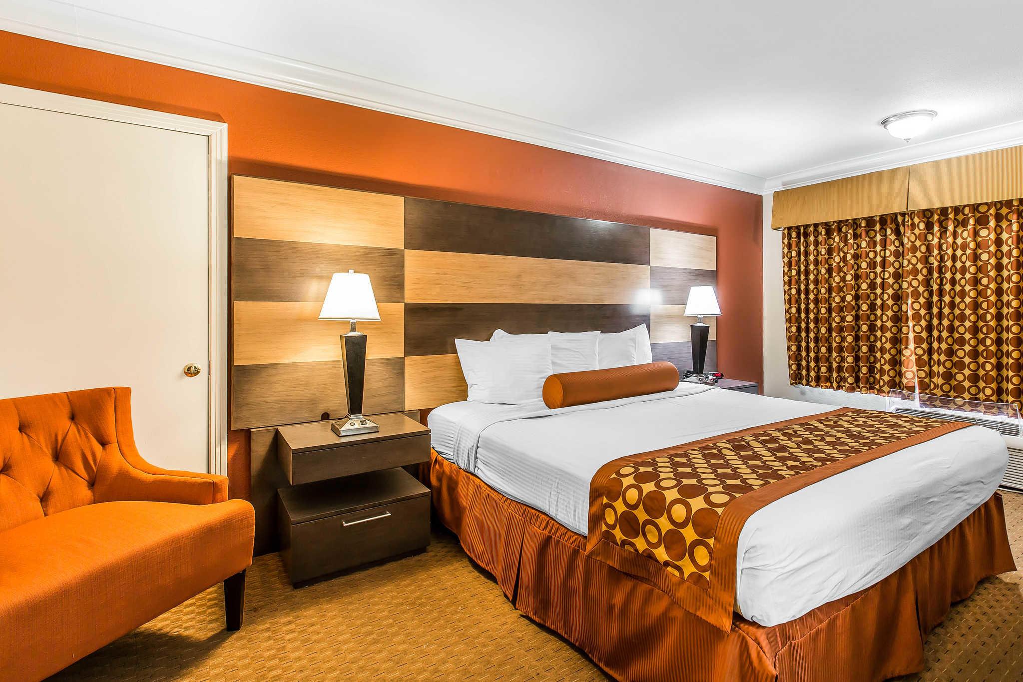 Rodeway Inn & Suites image 22