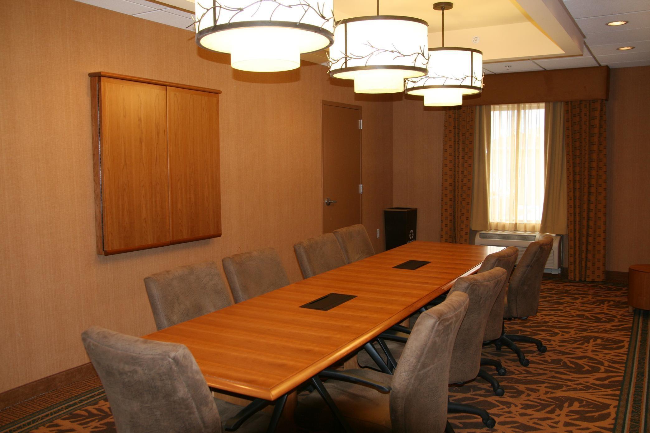 Hampton Inn & Suites Riverton image 46