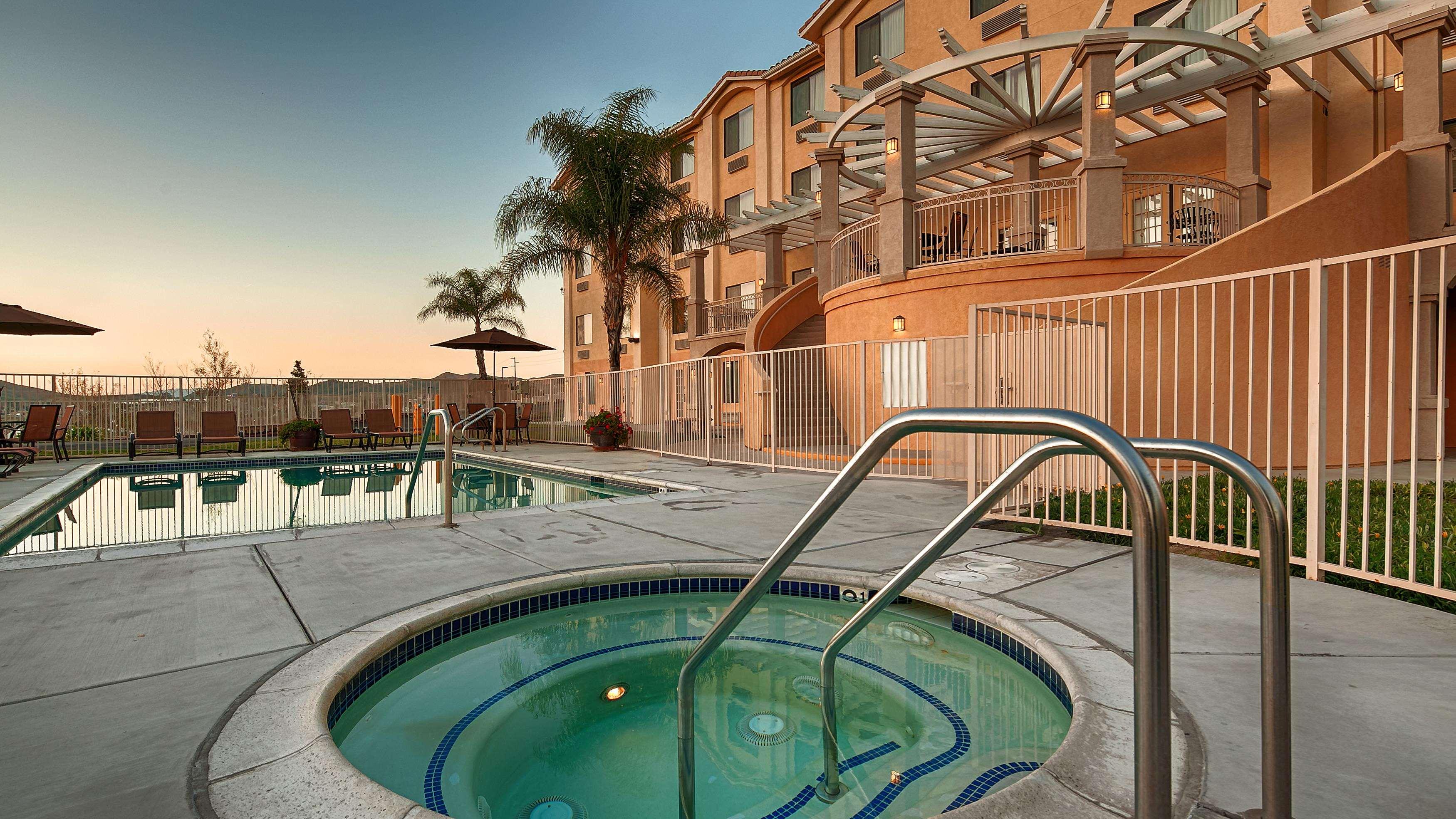 Best Western Plus Lake Elsinore Inn & Suites image 16
