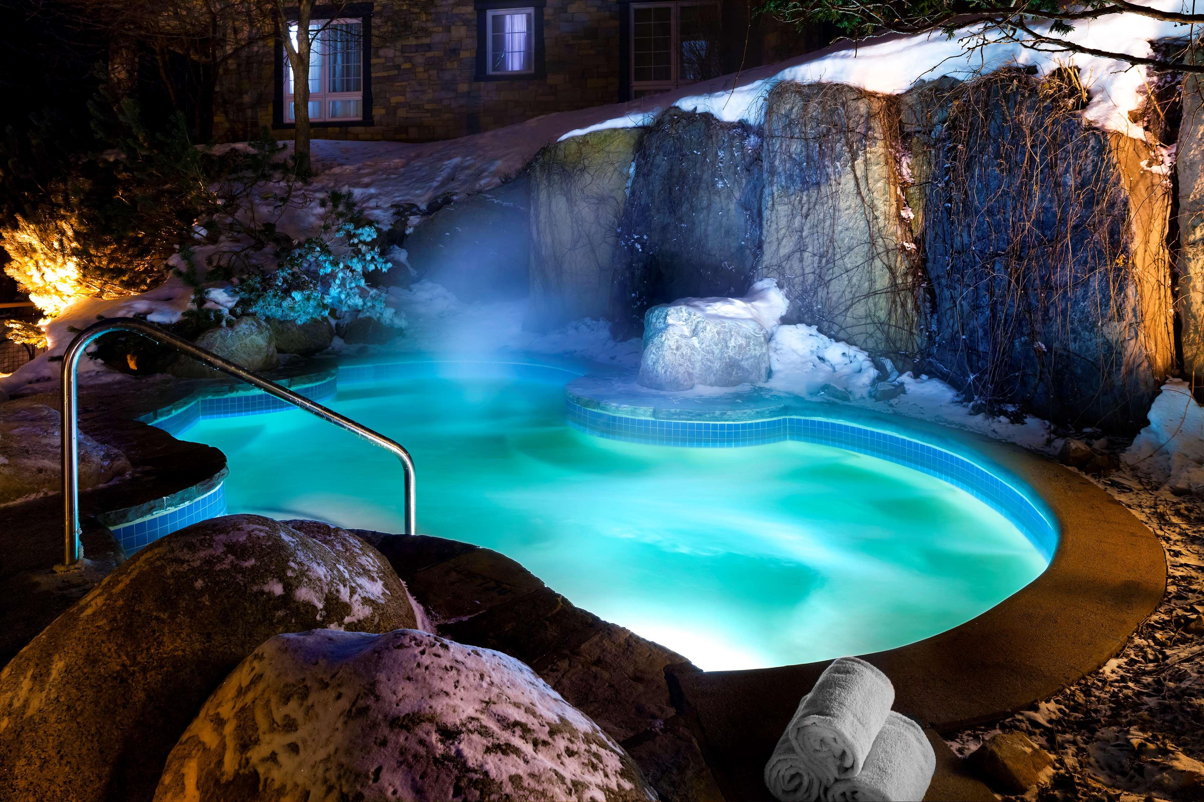 Le Westin Resort & Spa, Tremblant, Quebec à Mont Tremblant: Outdoor Saltwater Spa