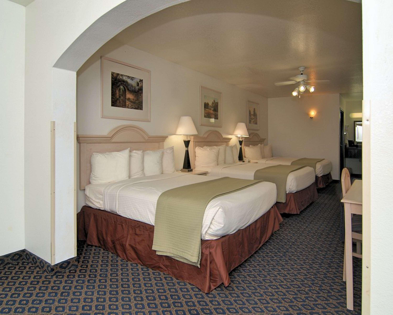 SureStay Hotel by Best Western Falfurrias image 32