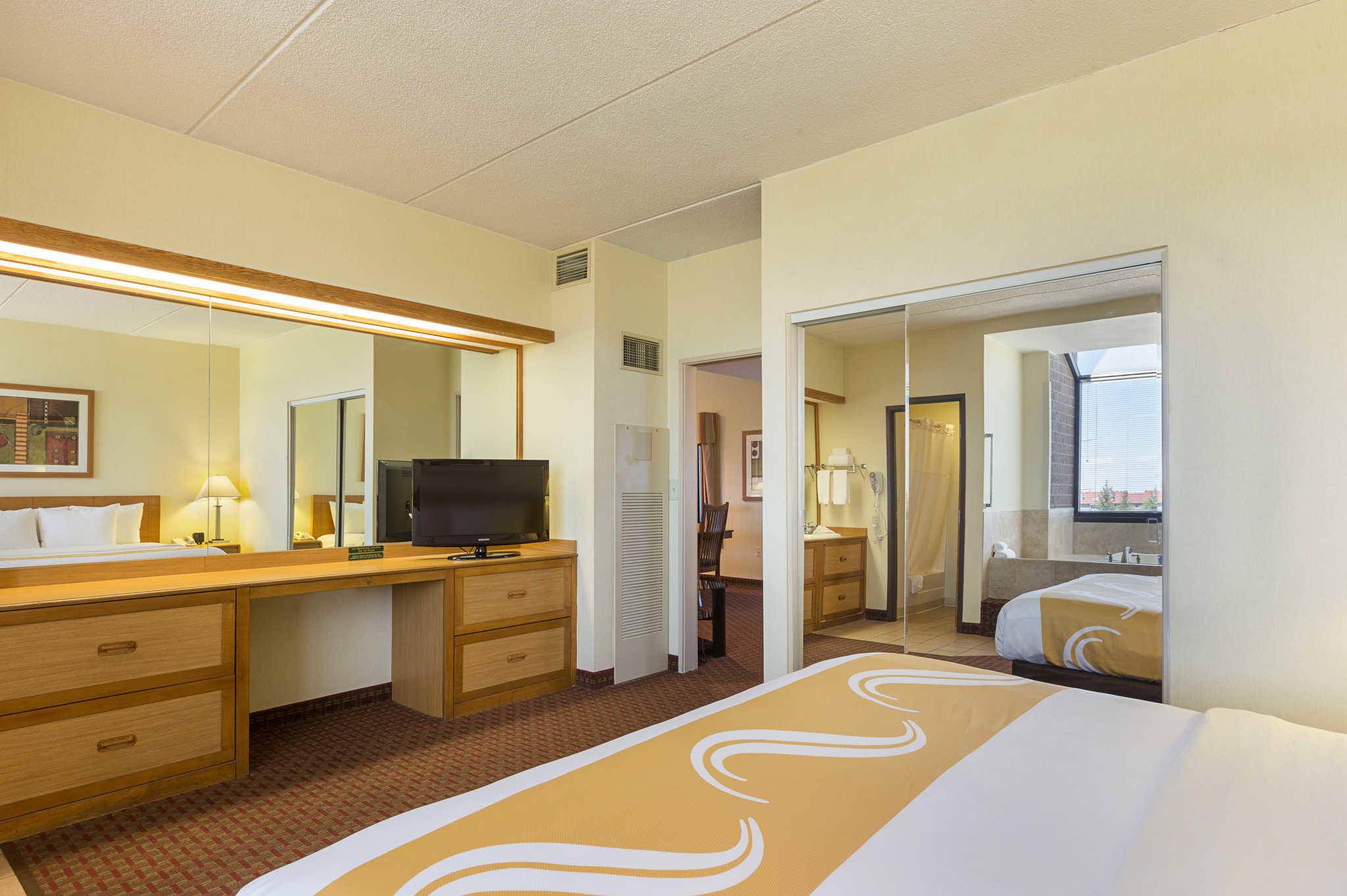 Quality Suites image 28