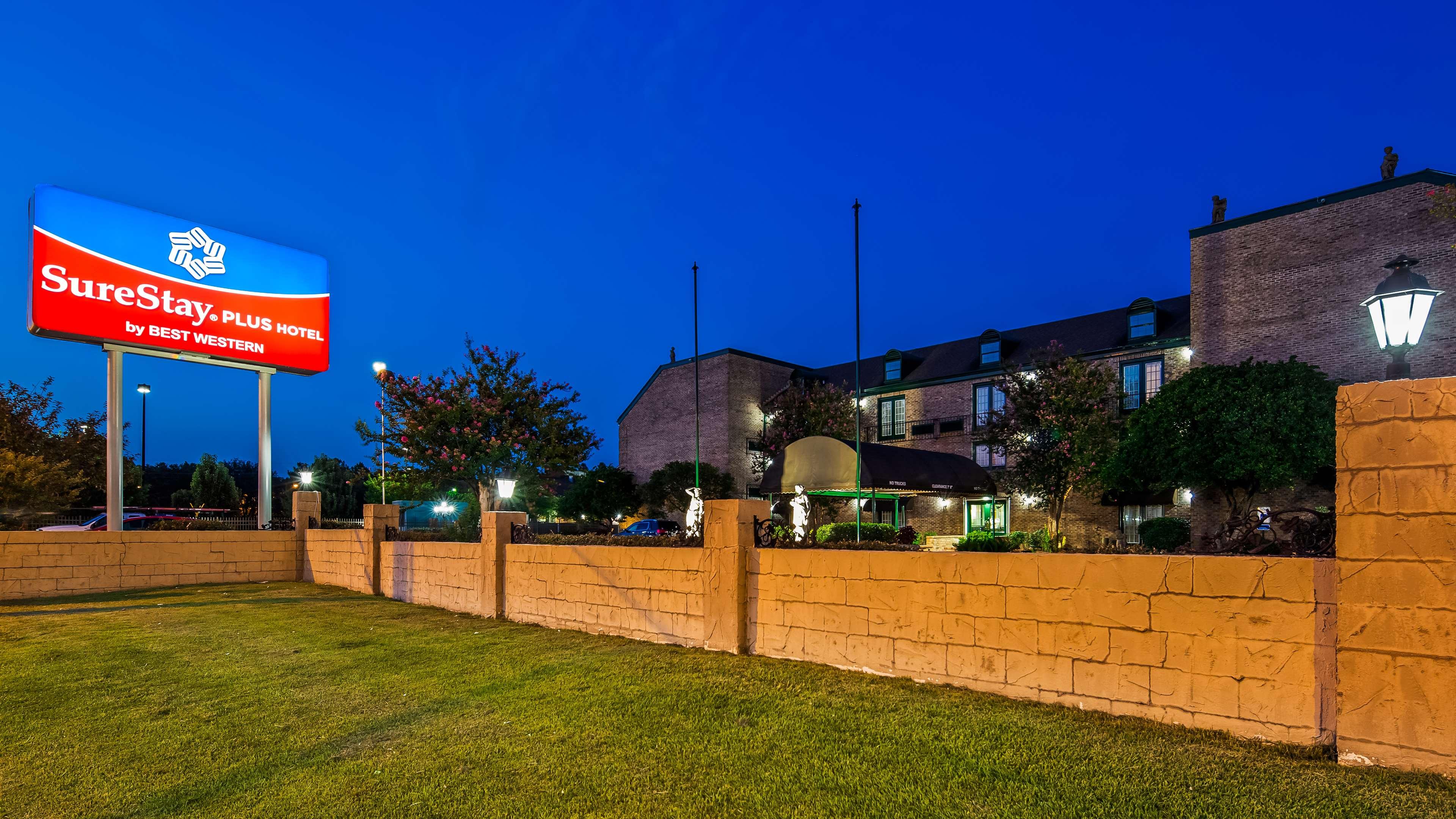 SureStay Plus Hotel by Best Western Baton Rouge image 1