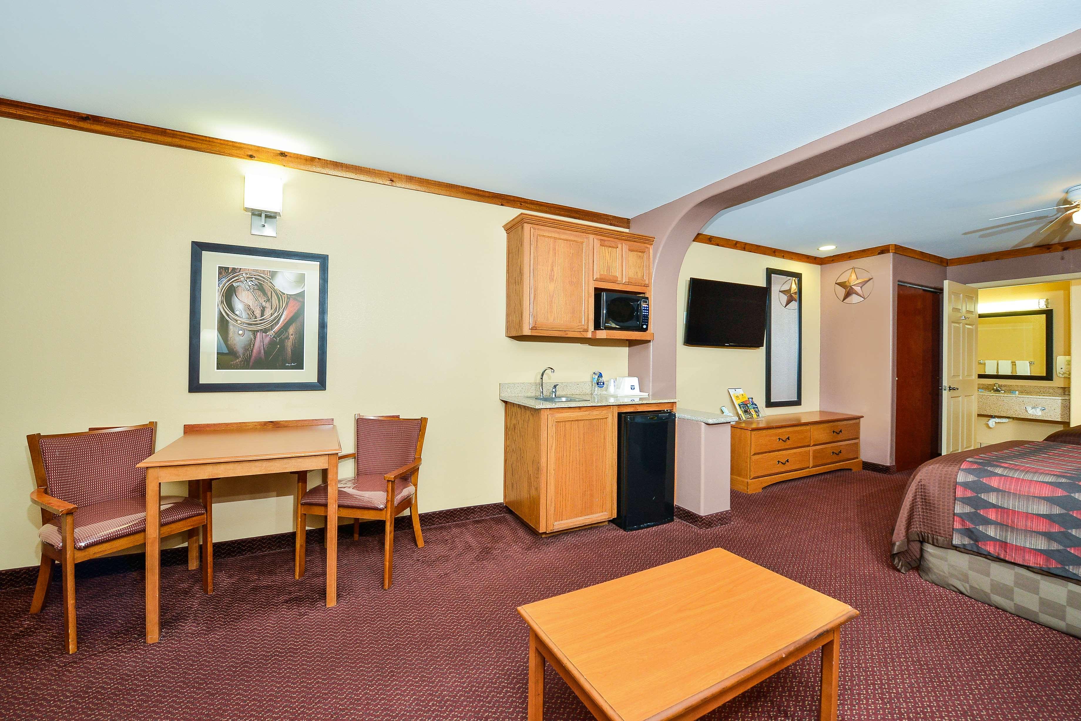 Best Western Windwood Inn & Suites image 22