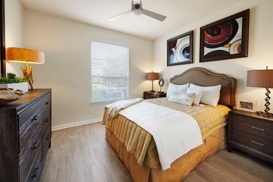 Camden Cedar Hills Apartments image 4