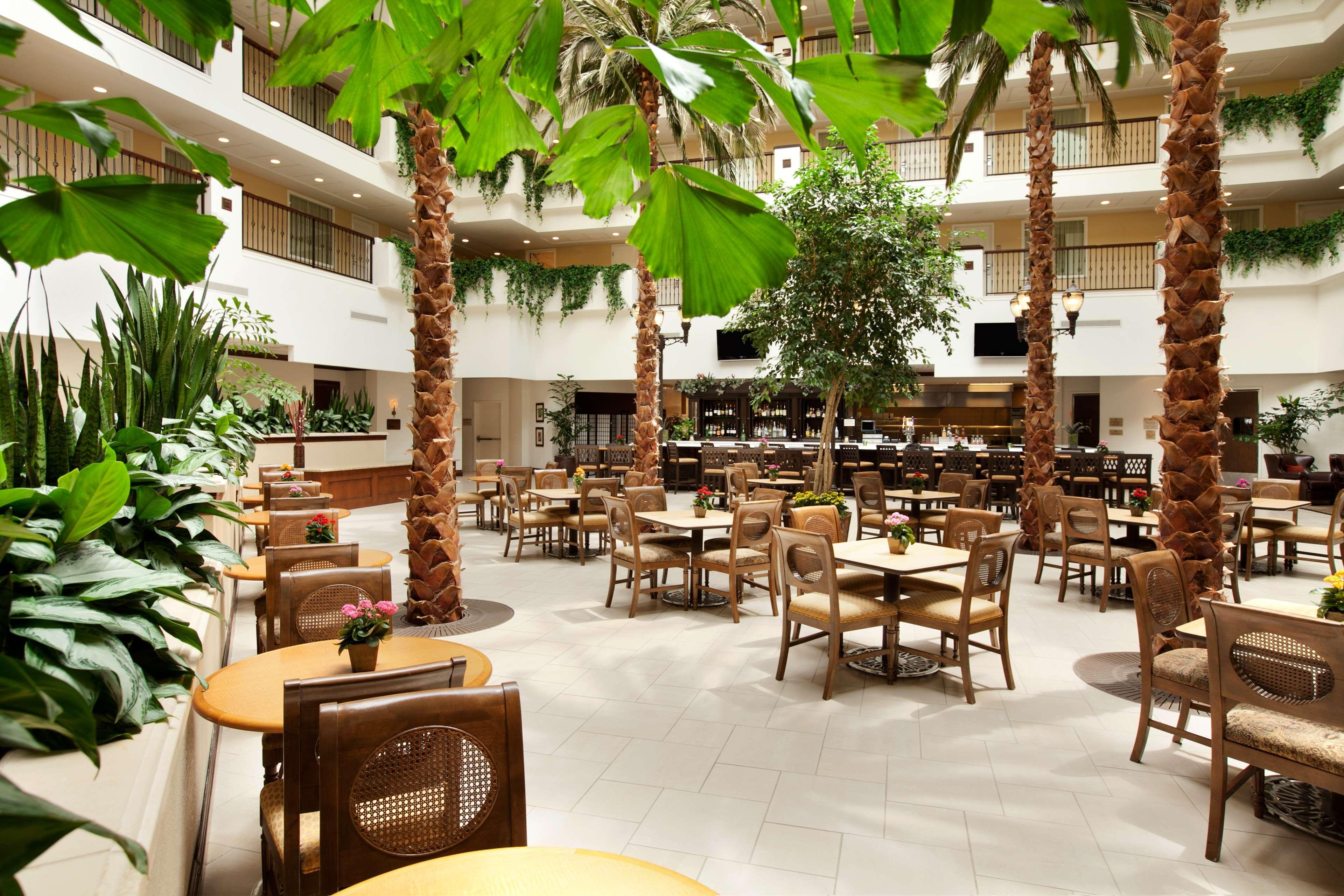 Embassy Suites by Hilton La Quinta Hotel & Spa image 13