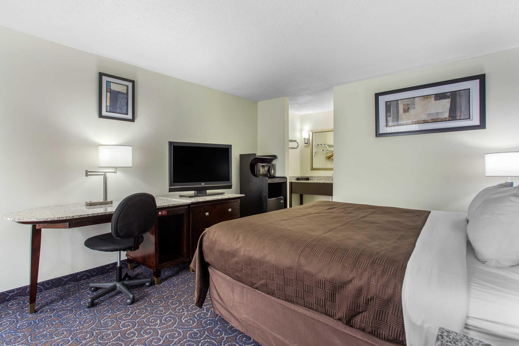 Clarion Inn & Suites image 15