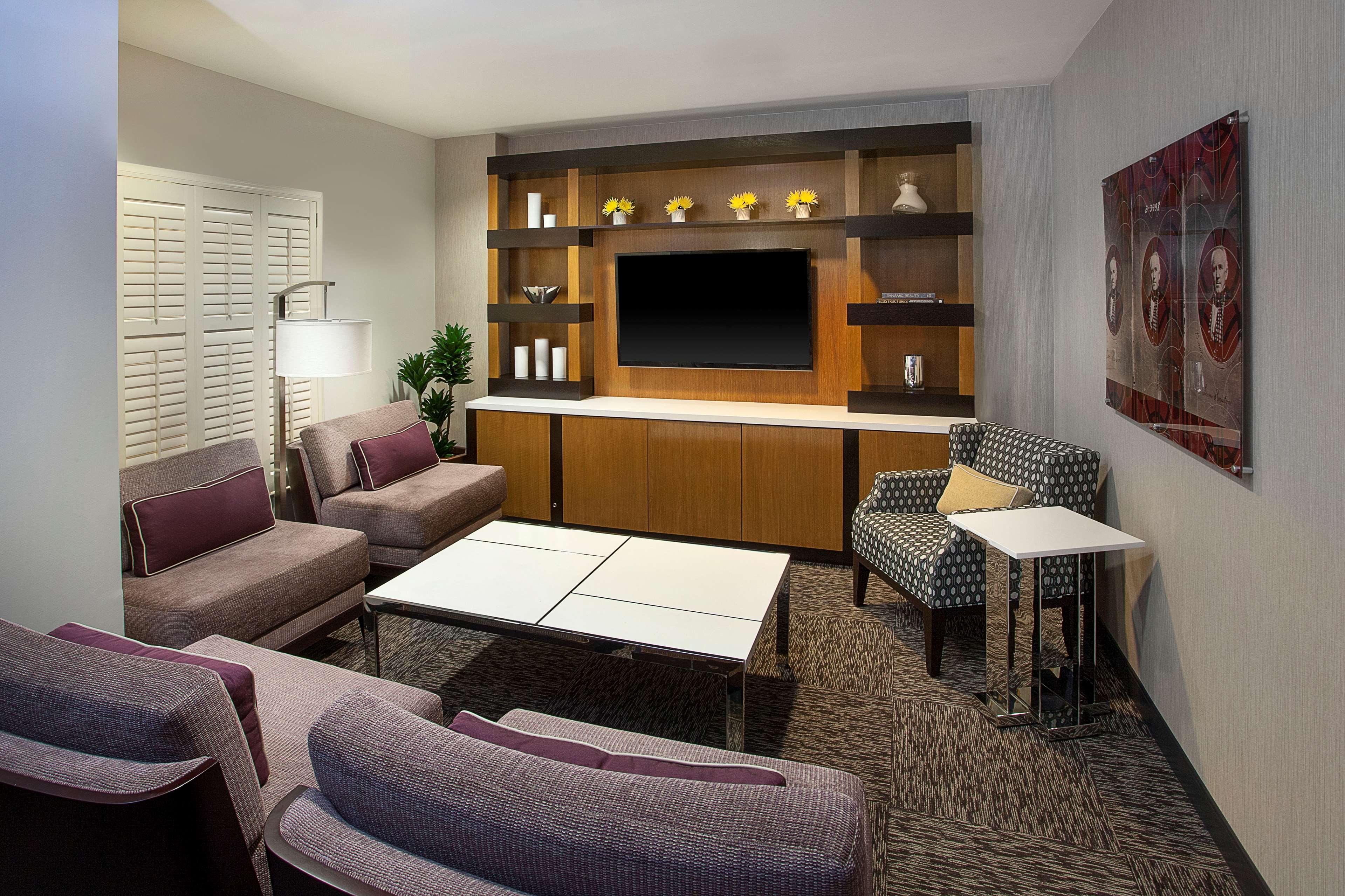 Sheraton Suites Houston Near The Galleria image 10