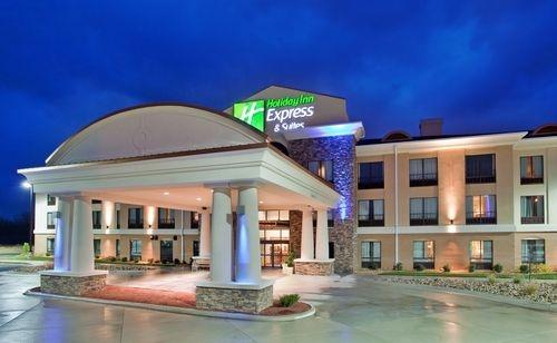 Holiday Inn Express & Suites Saint Robert - Leonard Wood image 3