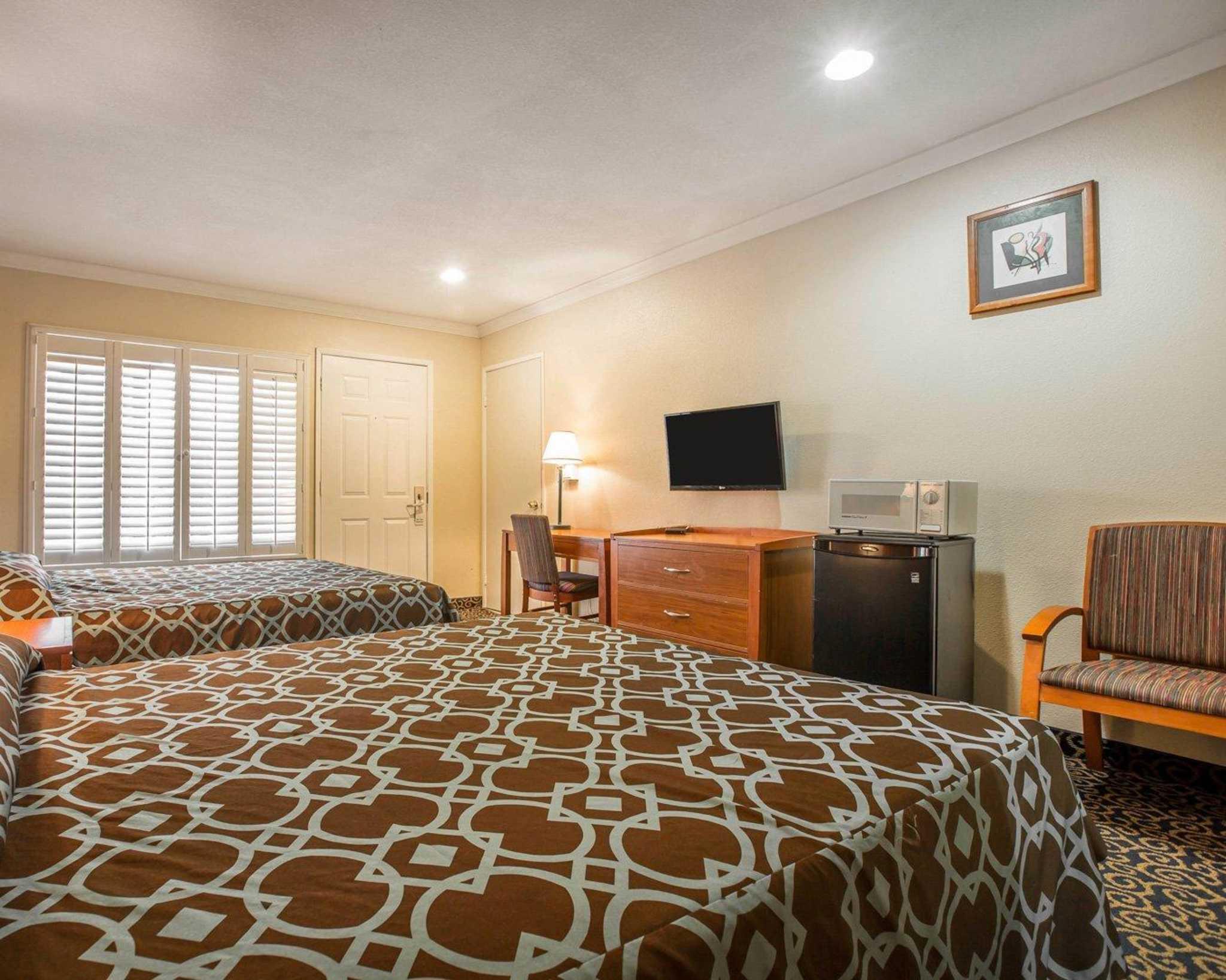 Rodeway Inn & Suites Near Convention Center image 6