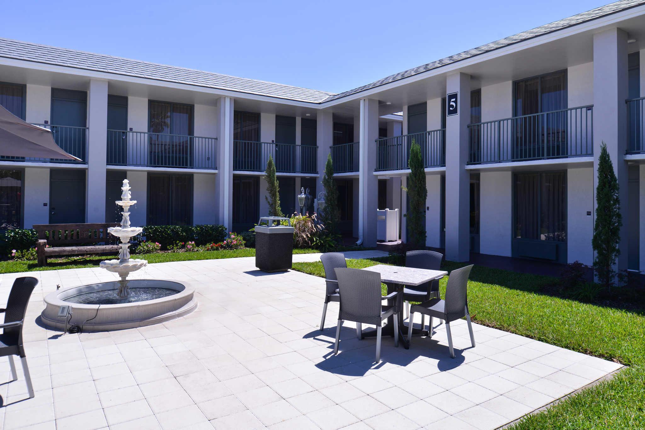 Clarion Inn & Suites Orlando near Theme Parks image 24