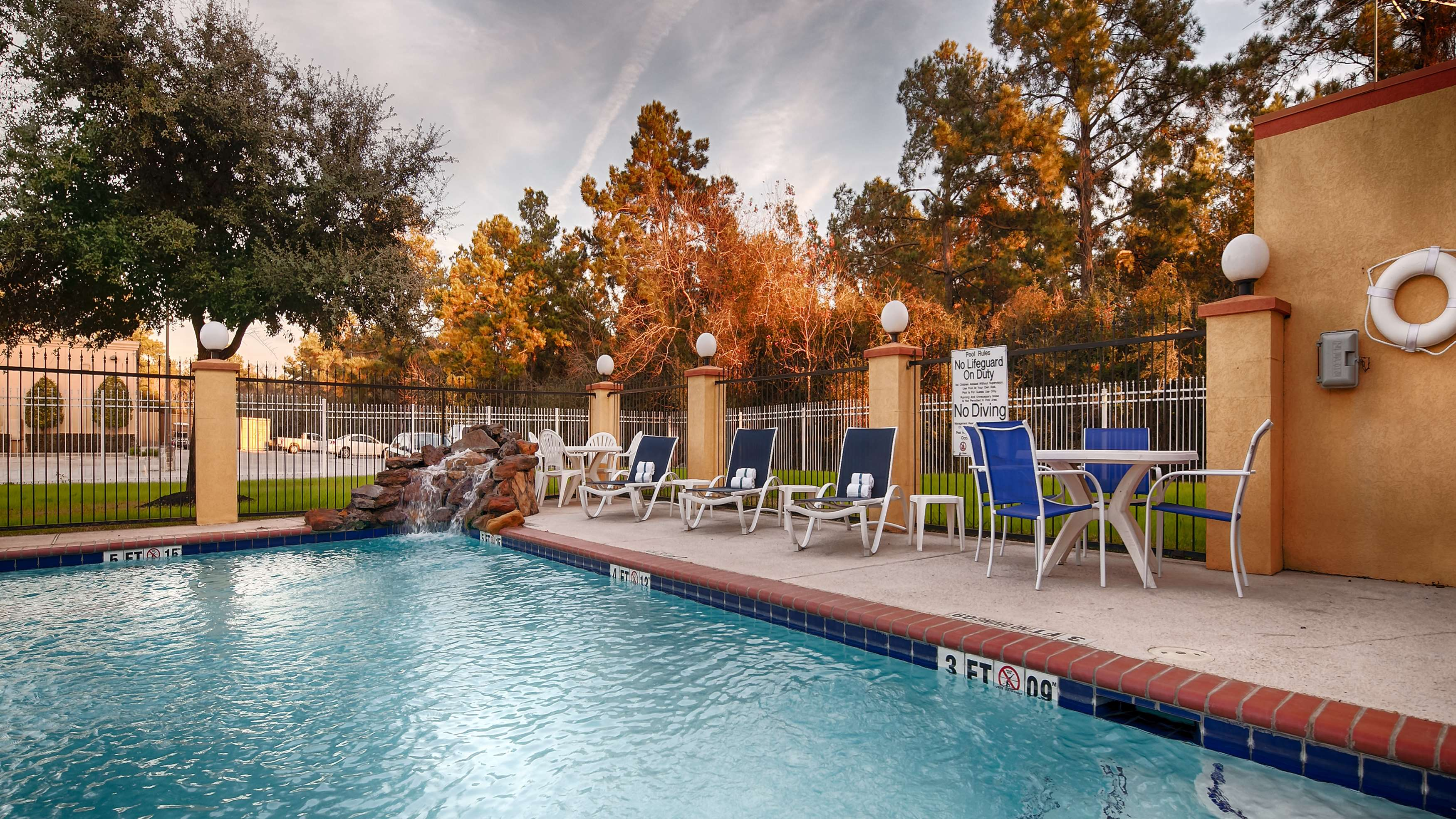 Best Western Plus Sam Houston Inn & Suites image 9