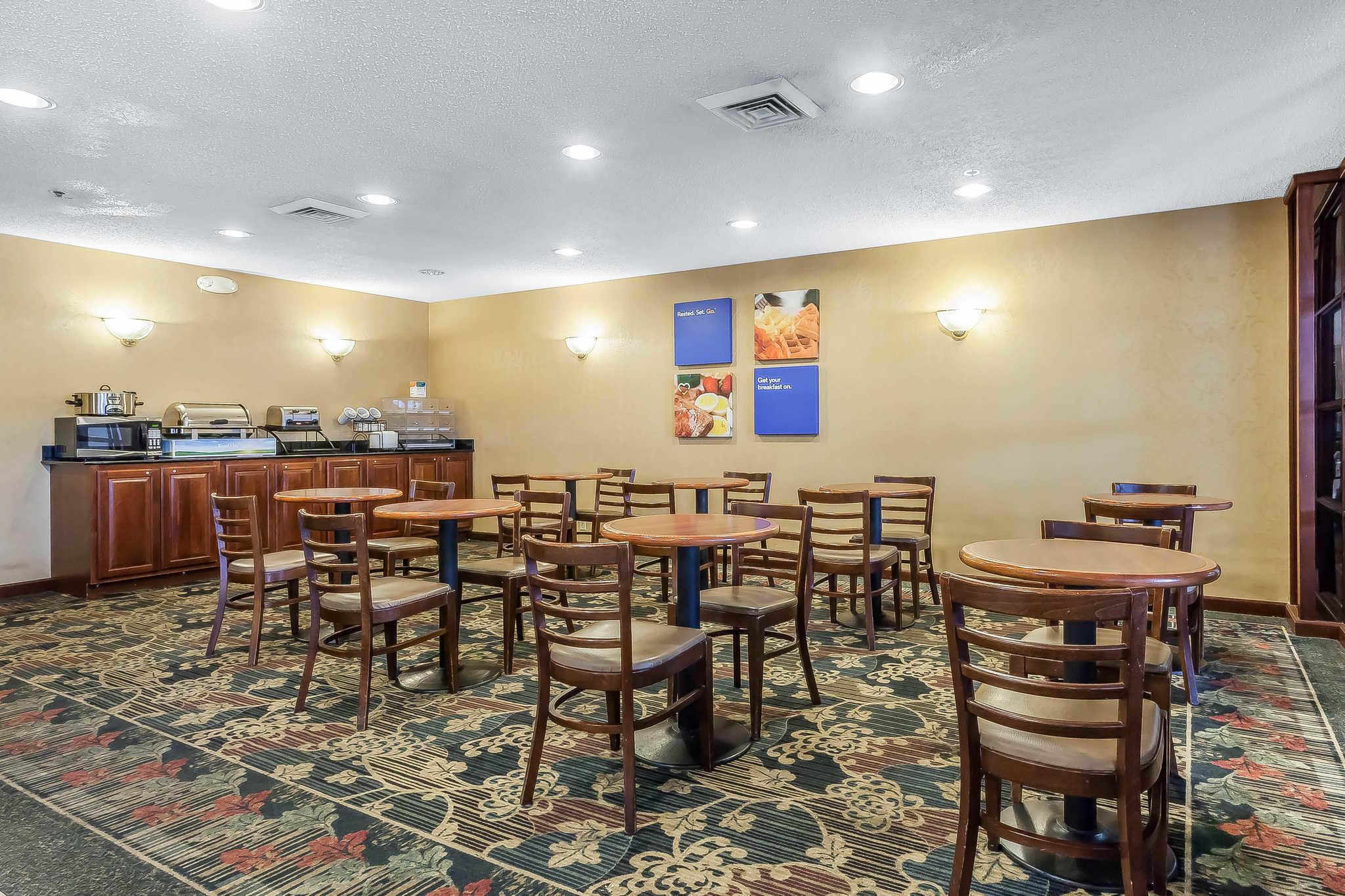 Comfort Inn Cleveland Airport image 21