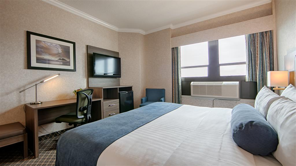 Best Western Plus Carlton Plaza Hotel in Victoria: Traditional Queen Guest Room